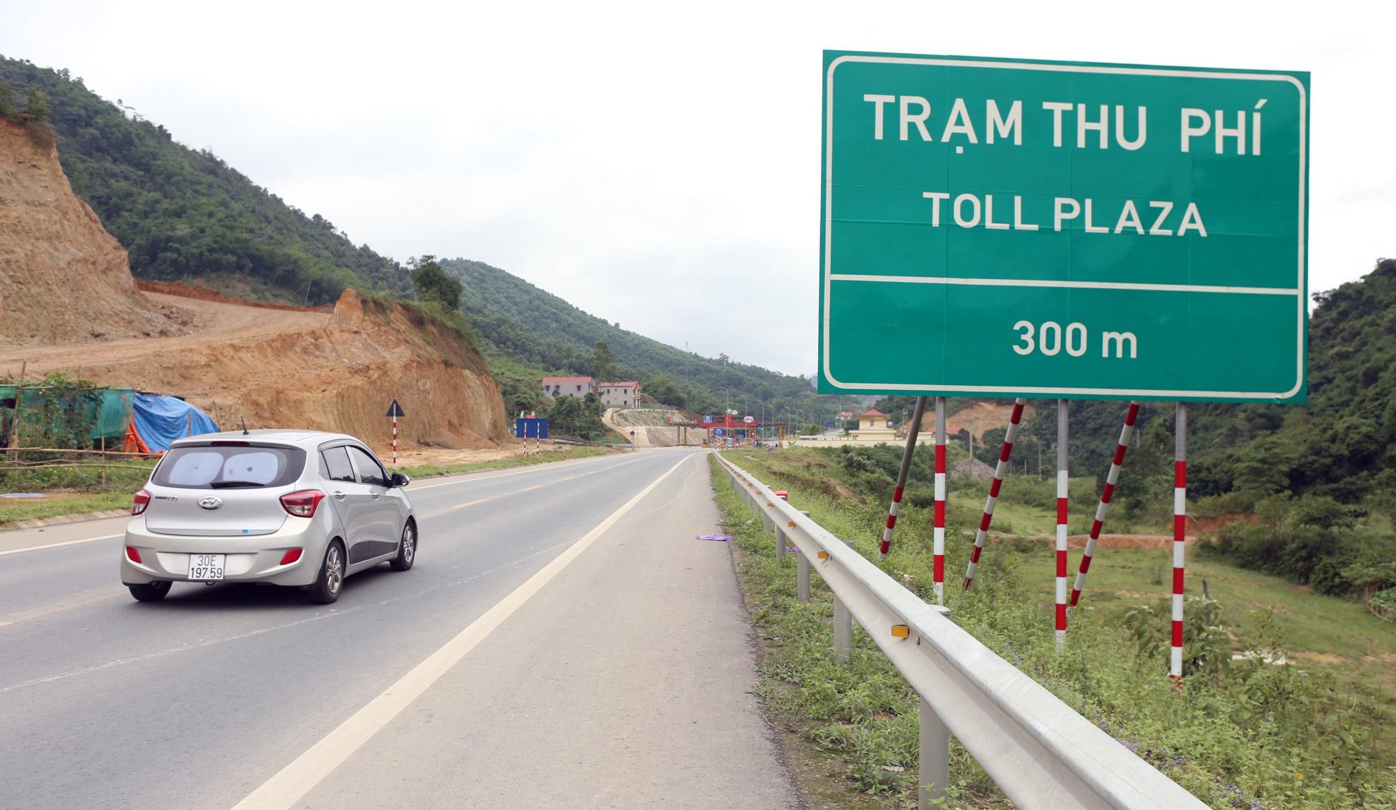 Lãnh đạo trạm BOT Hòa Lạc - Hòa Bình bỏ 17.500 đồng tiền túi mua vé hộ chủ xe con - Ảnh 2.