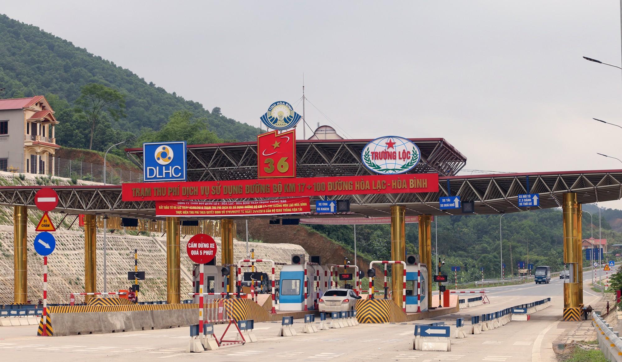 Lãnh đạo trạm BOT Hòa Lạc - Hòa Bình bỏ 17.500 đồng tiền túi mua vé hộ chủ xe con - Ảnh 3.