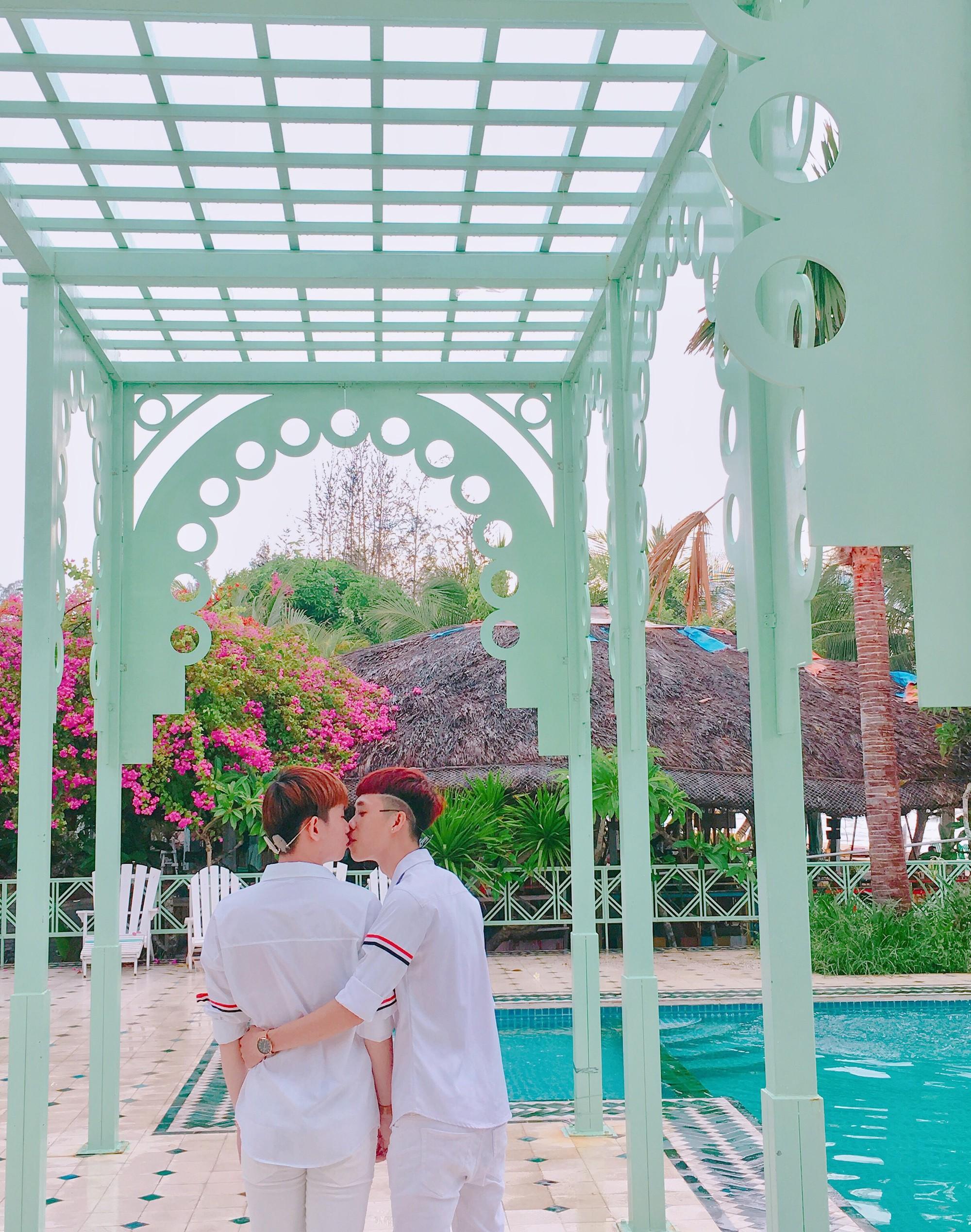 Cặp đôi đồng tính gây sốt với bộ ảnh đẹp như hoa cùng những khoảnh khắc ngọt ngào - Ảnh 5.