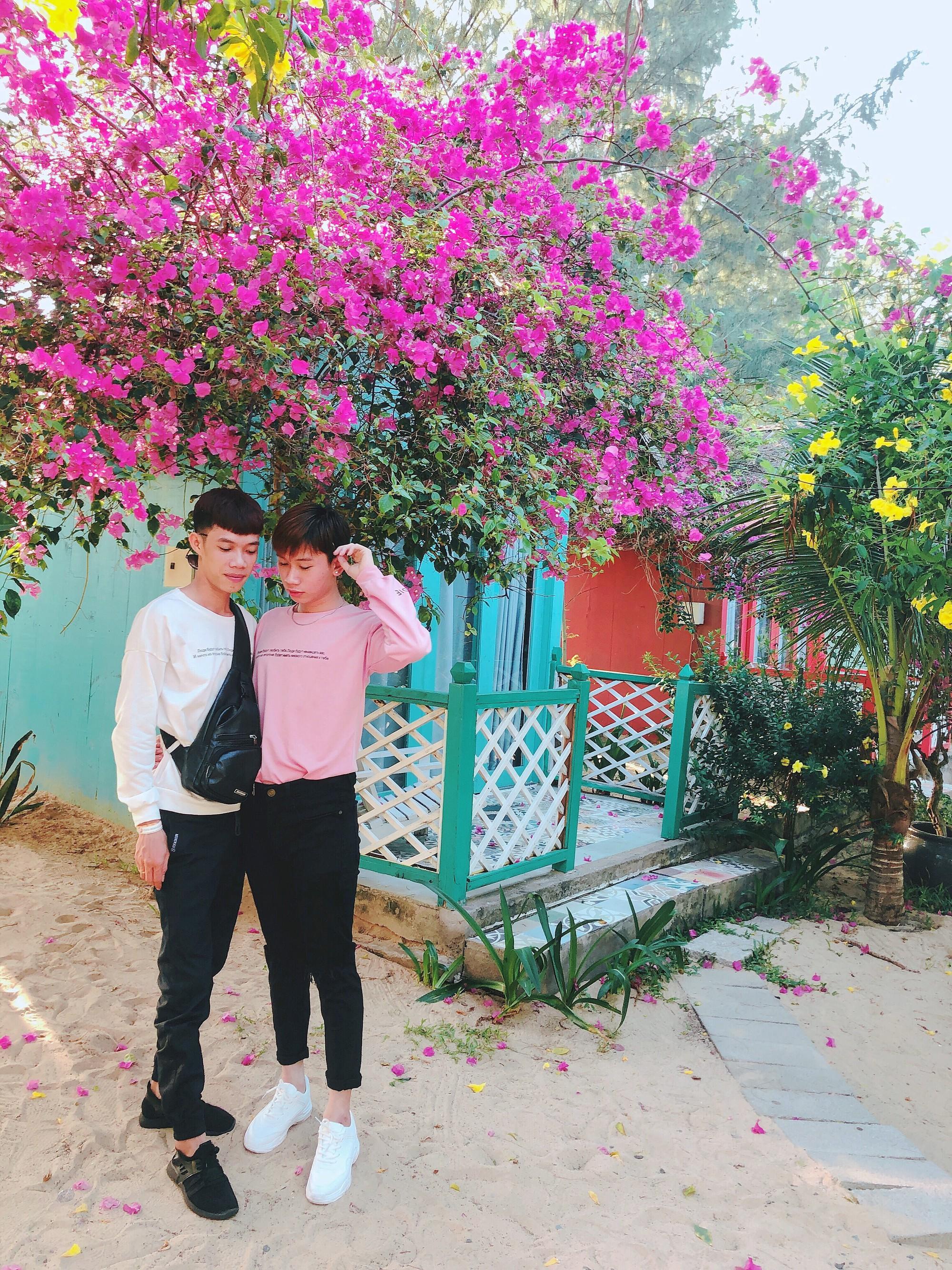 Cặp đôi đồng tính gây sốt với bộ ảnh đẹp như hoa cùng những khoảnh khắc ngọt ngào - Ảnh 3.