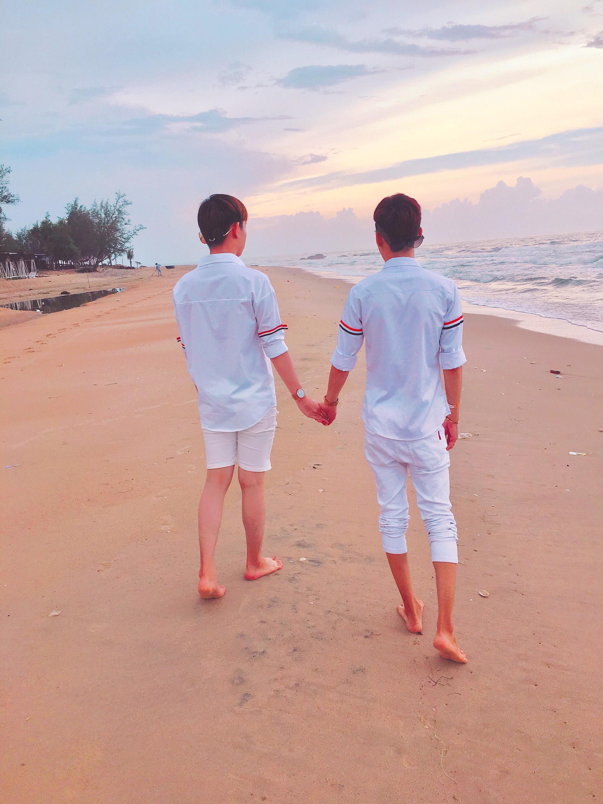 Cặp đôi đồng tính gây sốt với bộ ảnh đẹp như hoa cùng những khoảnh khắc ngọt ngào - Ảnh 8.
