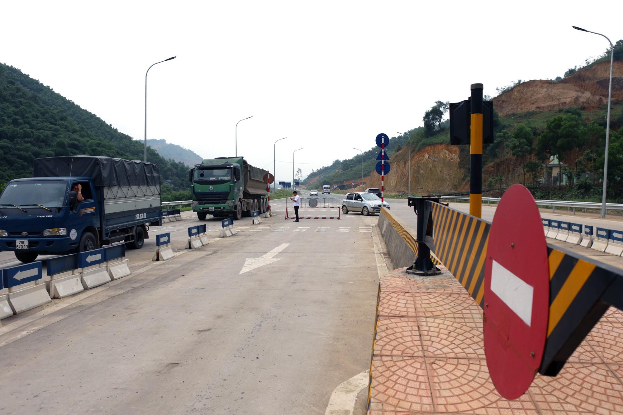 Lãnh đạo trạm BOT Hòa Lạc - Hòa Bình bỏ 17.500 đồng tiền túi mua vé hộ chủ xe con - Ảnh 7.