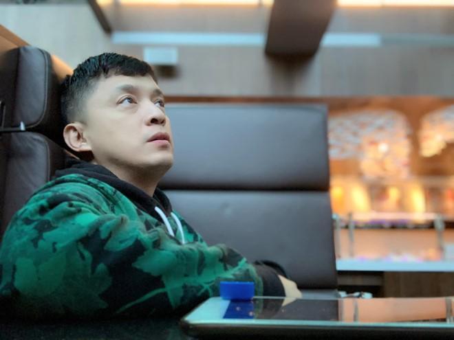 Lam Trường bị mất hộ chiếu, phải ngủ vạ vật ở sân bay Đài Loan - Ảnh 1.