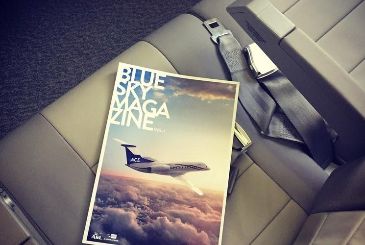 Táy máy lấy món đồ trên máy bay, khách phạm luật quốc tế - Ảnh 2.