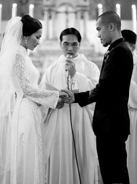 Út Ráng Kim Hiền: Từ nỗi đau bị chồng phản bội sau 2 tháng mặc áo cô dâu tới niềm hạnh phúc tìm thấy hoàng tử của đời mình sau 2 lần đò - Ảnh 1.