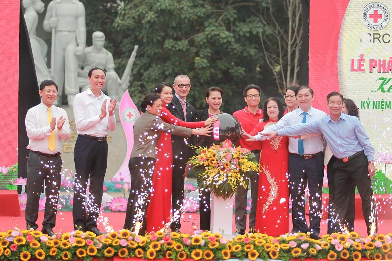 Nhã Phương vinh dự trở thành đại sứ của tháng Nhân đạo Quốc gia - Ảnh 7.