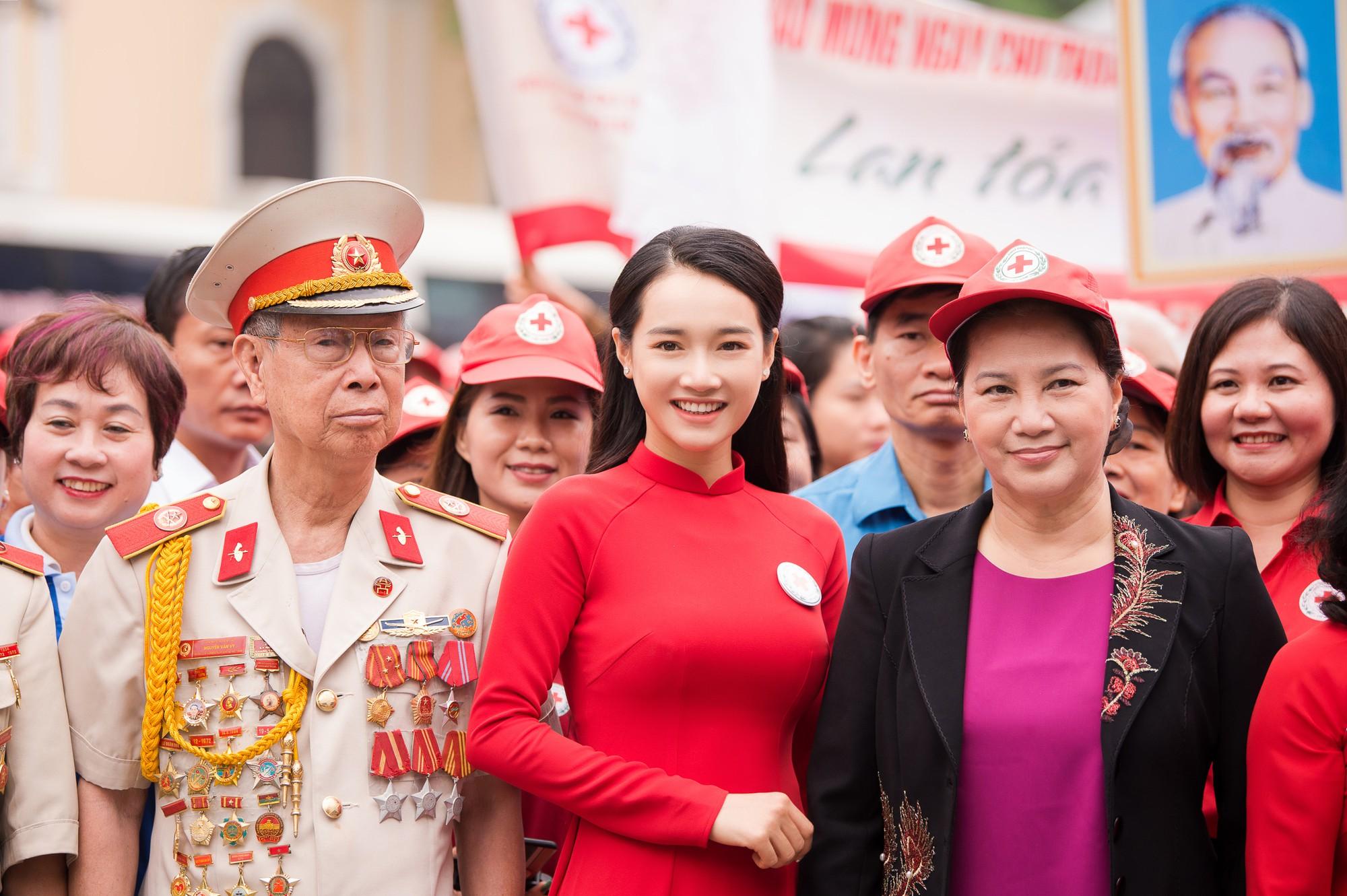 Nhã Phương vinh dự trở thành đại sứ của tháng Nhân đạo Quốc gia - Ảnh 4.