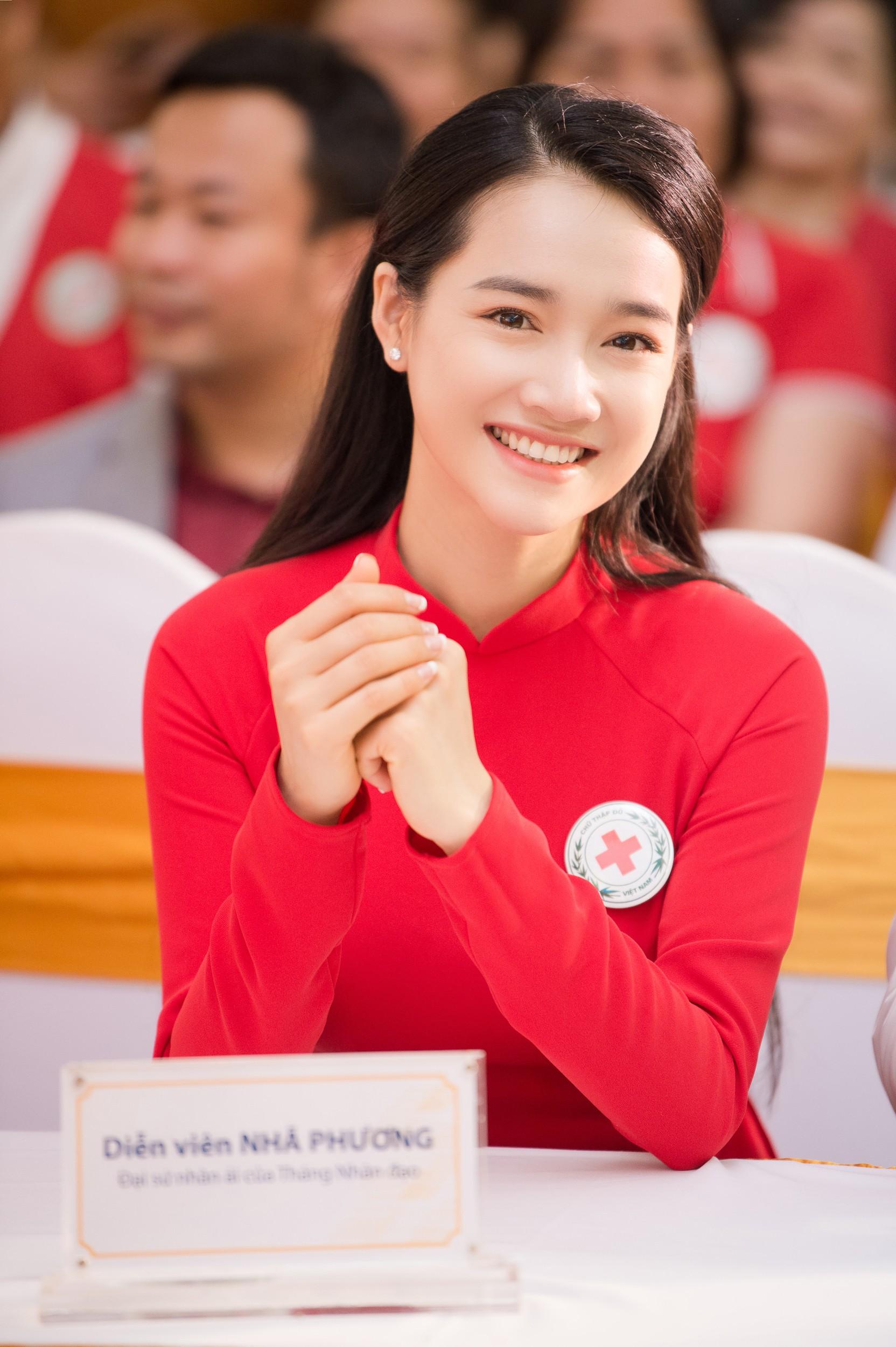 Nhã Phương vinh dự trở thành đại sứ của tháng Nhân đạo Quốc gia - Ảnh 1.