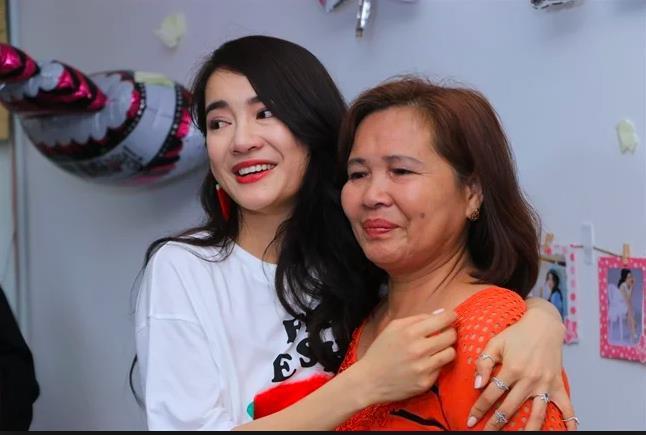 Sao Việt hôm nay (12/5): Tâm thư xúc động của Nhã Phương viết về mẹ, Lan Khuê xác nhận chuyện có em bé - Ảnh 1.
