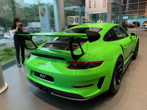 Porsche 911 GT3 RS chính hãng có giá 16 tỉ đồng tại Việt Nam - Ảnh 1.
