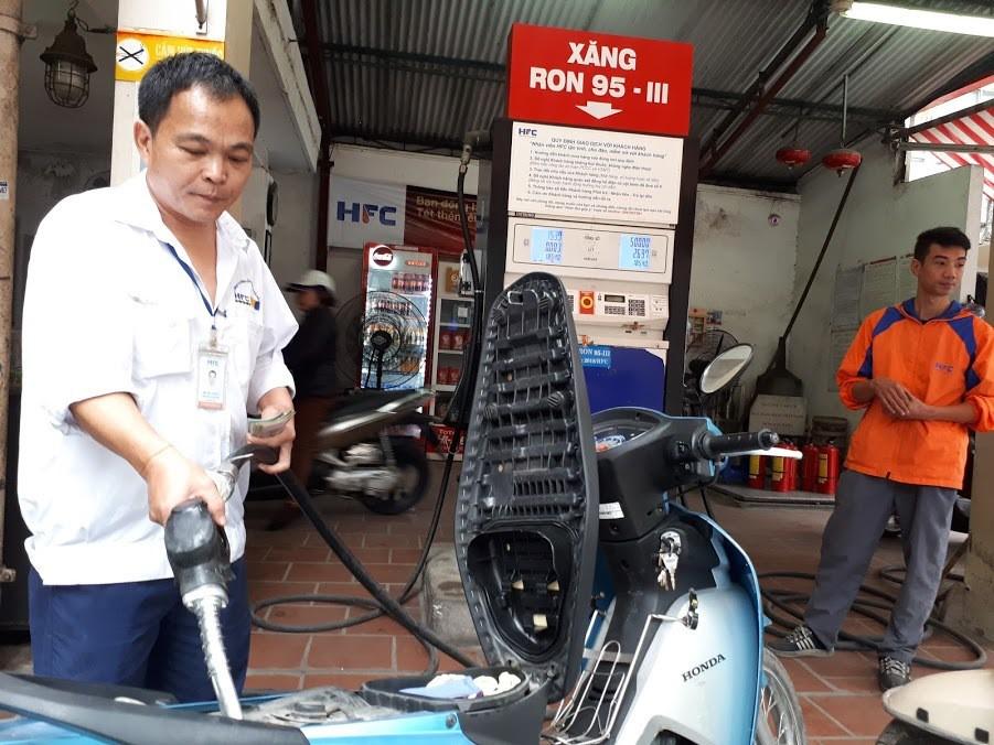 Quỹ bình ổn giá xăng dầu: Người dùng thiệt hơn là được lợi? - Ảnh 2.