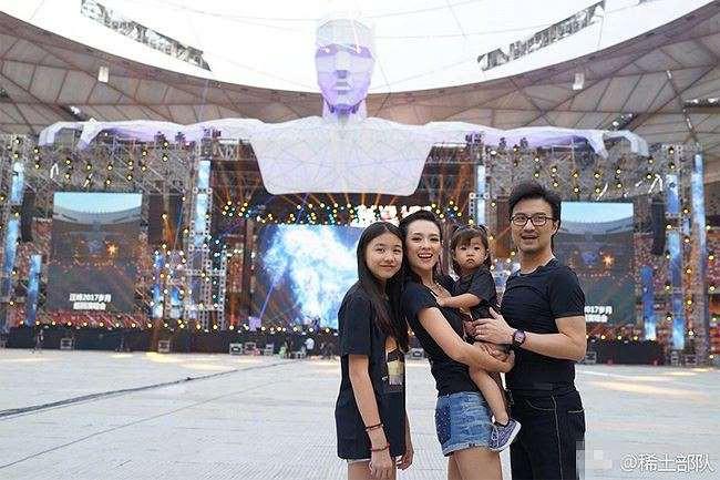 Chương Tử Di – Uông Phong: Từ cặp đôi bị ghét nhất làng giải trí Trung Quốc đến gia đình kiểu mẫu đáng ngưỡng mộ - Ảnh 8.