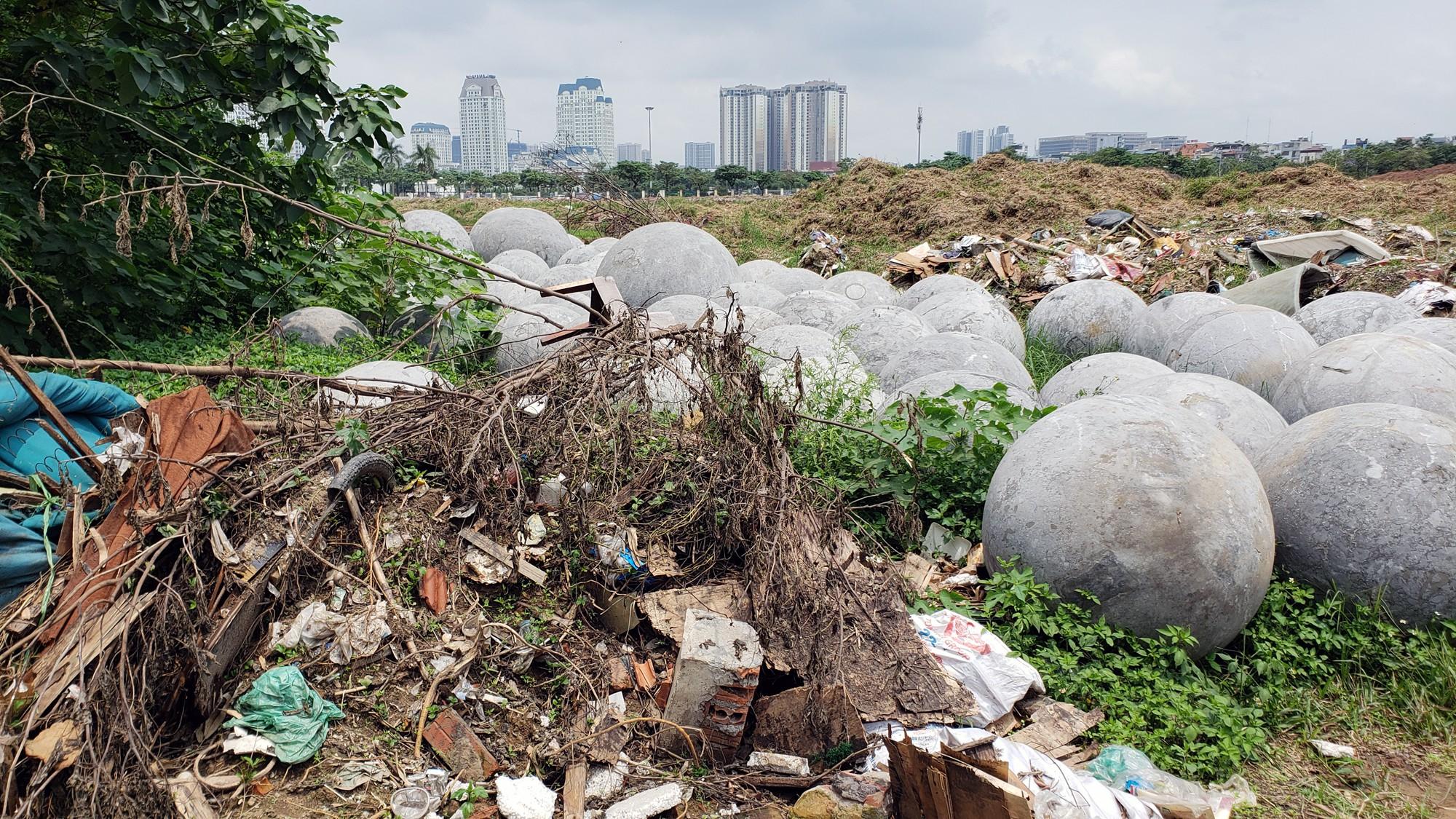 Bóng xích ở sân Mỹ Đình nguy cơ bị chôn trong rác - Ảnh 11.