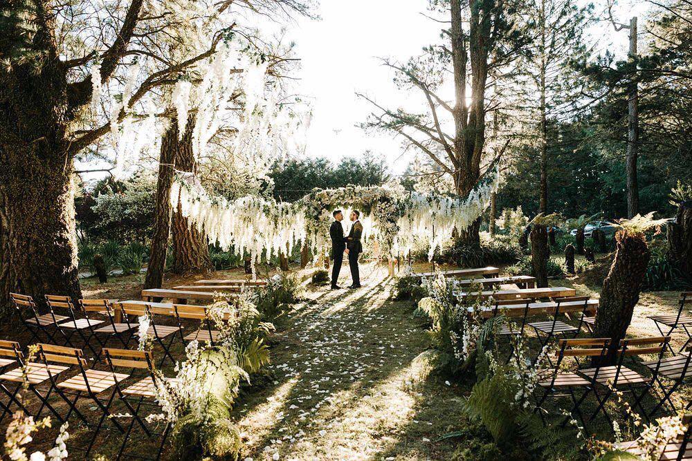Đám cưới xa hoa của cặp đồng tính giữa núi rừng khiến nhiều người phát hờn - Ảnh 6.