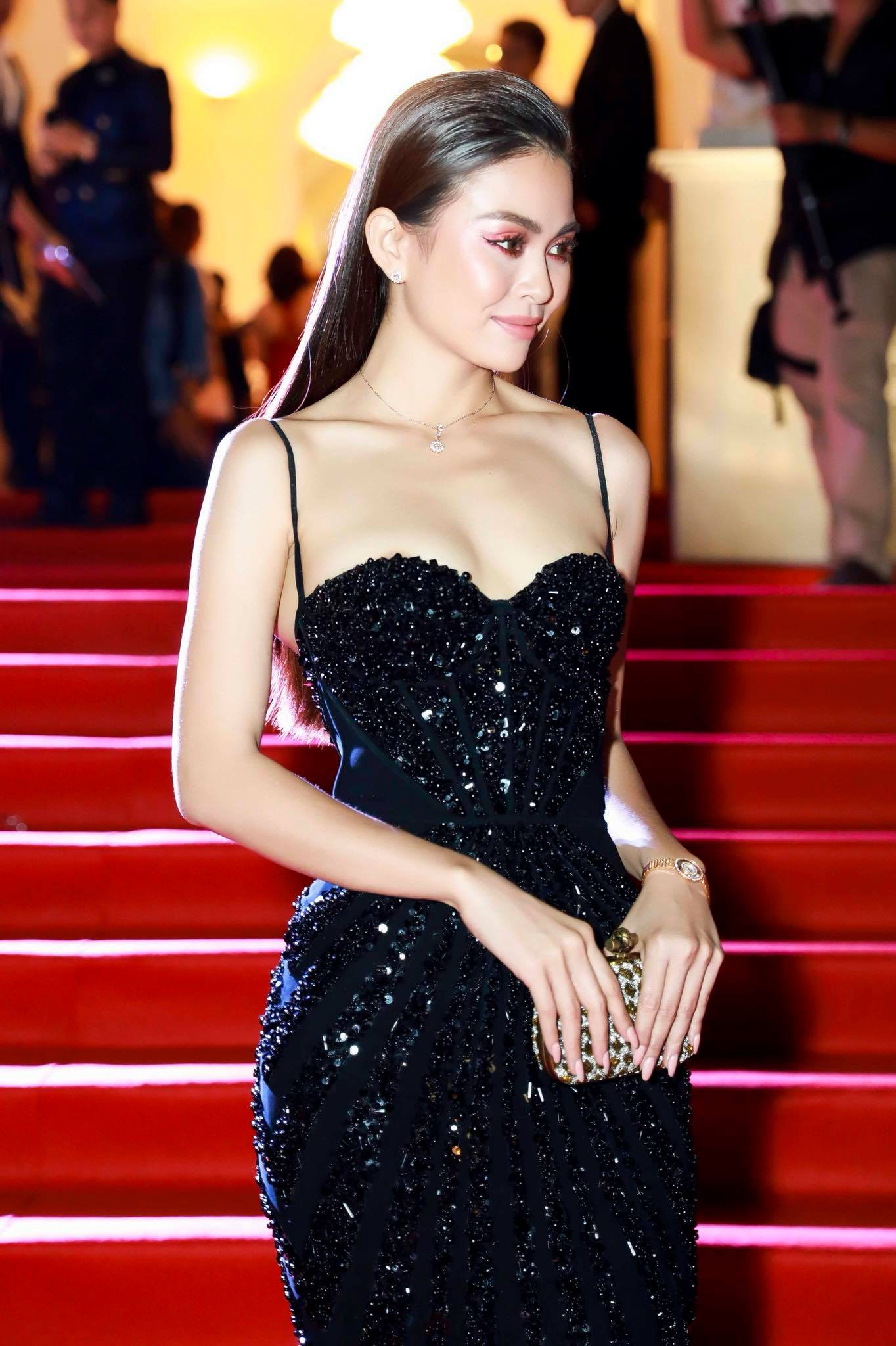 Những chiếc váy giúp Á hậu Mâu Thủy thăng hạng về phong cách - Ảnh 3.