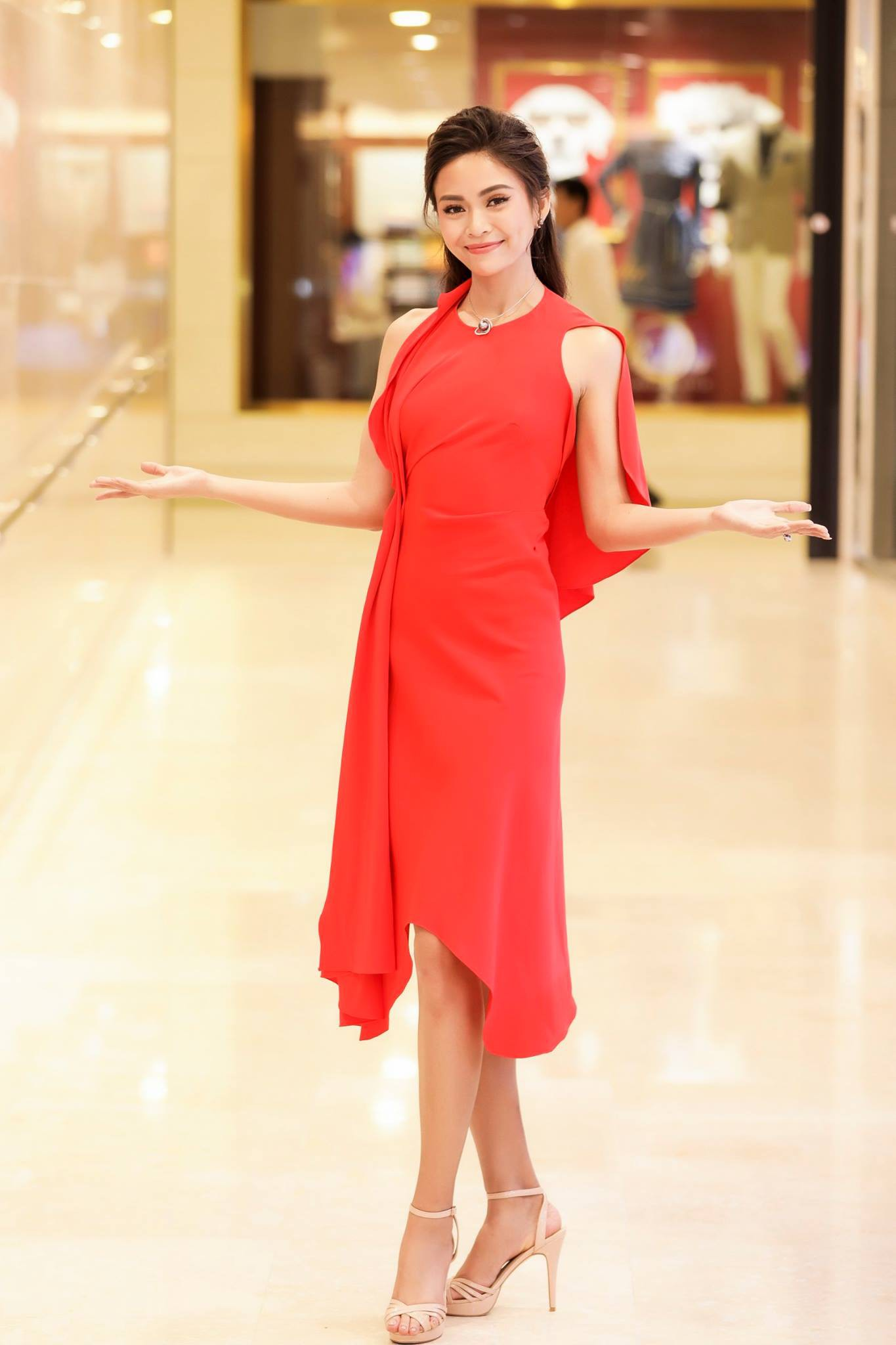 Những chiếc váy giúp Á hậu Mâu Thủy thăng hạng về phong cách - Ảnh 8.