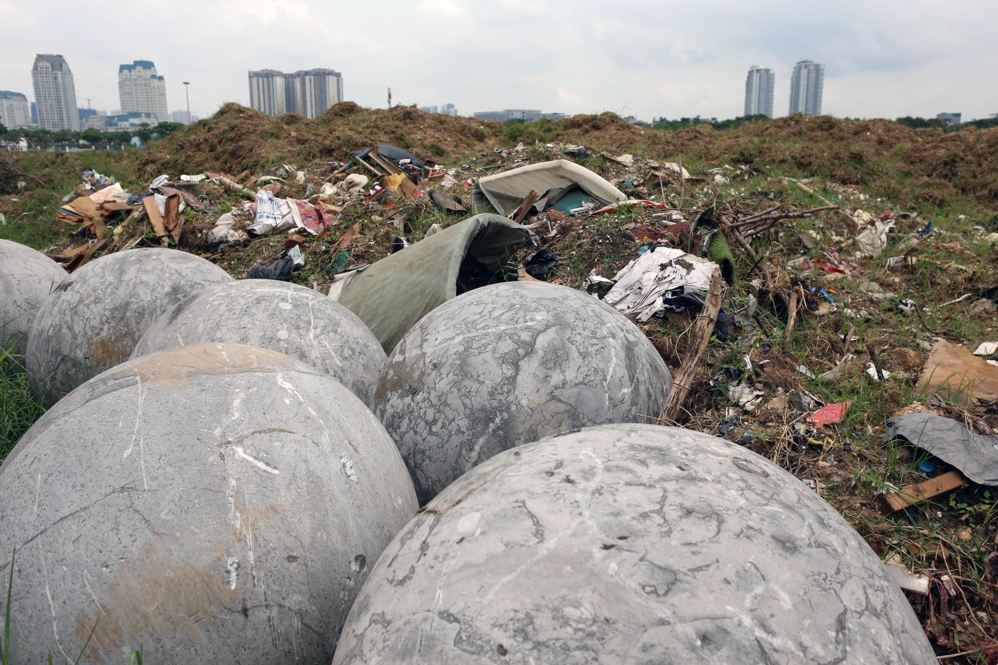 Bóng xích ở sân Mỹ Đình nguy cơ bị chôn trong rác - Ảnh 3.