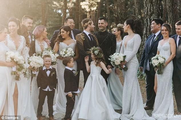Đám cưới xa hoa của cặp đồng tính giữa núi rừng khiến nhiều người phát hờn - Ảnh 2.