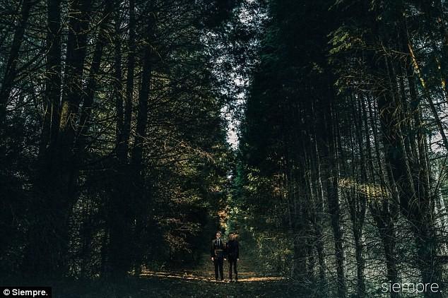 Đám cưới xa hoa của cặp đồng tính giữa núi rừng khiến nhiều người phát hờn - Ảnh 8.