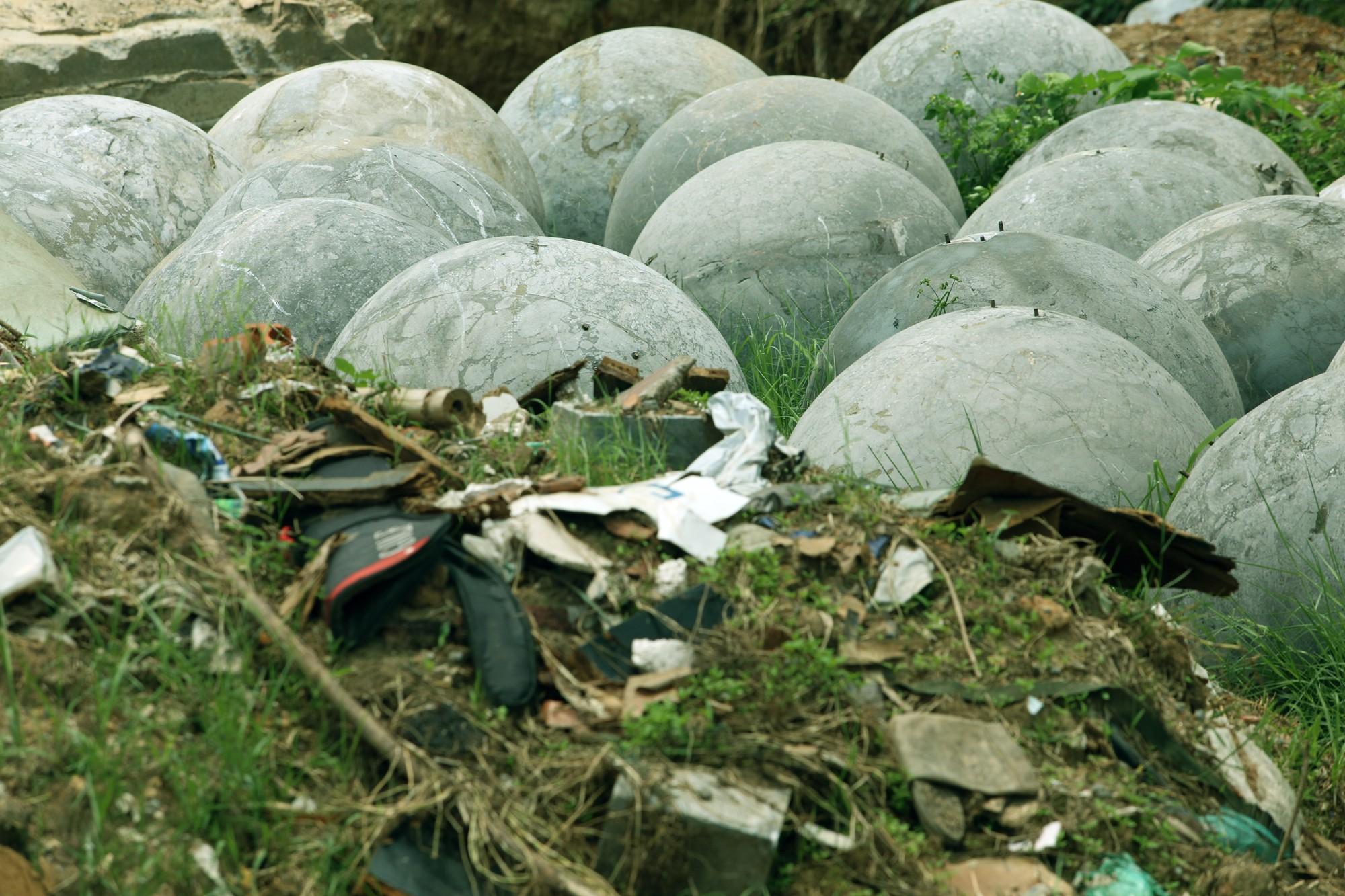 Bóng xích ở sân Mỹ Đình nguy cơ bị chôn trong rác - Ảnh 4.