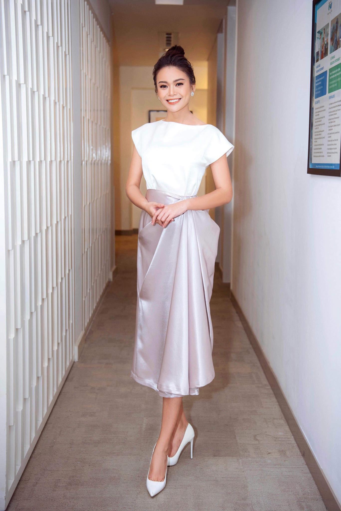 Những chiếc váy giúp Á hậu Mâu Thủy thăng hạng về phong cách - Ảnh 19.