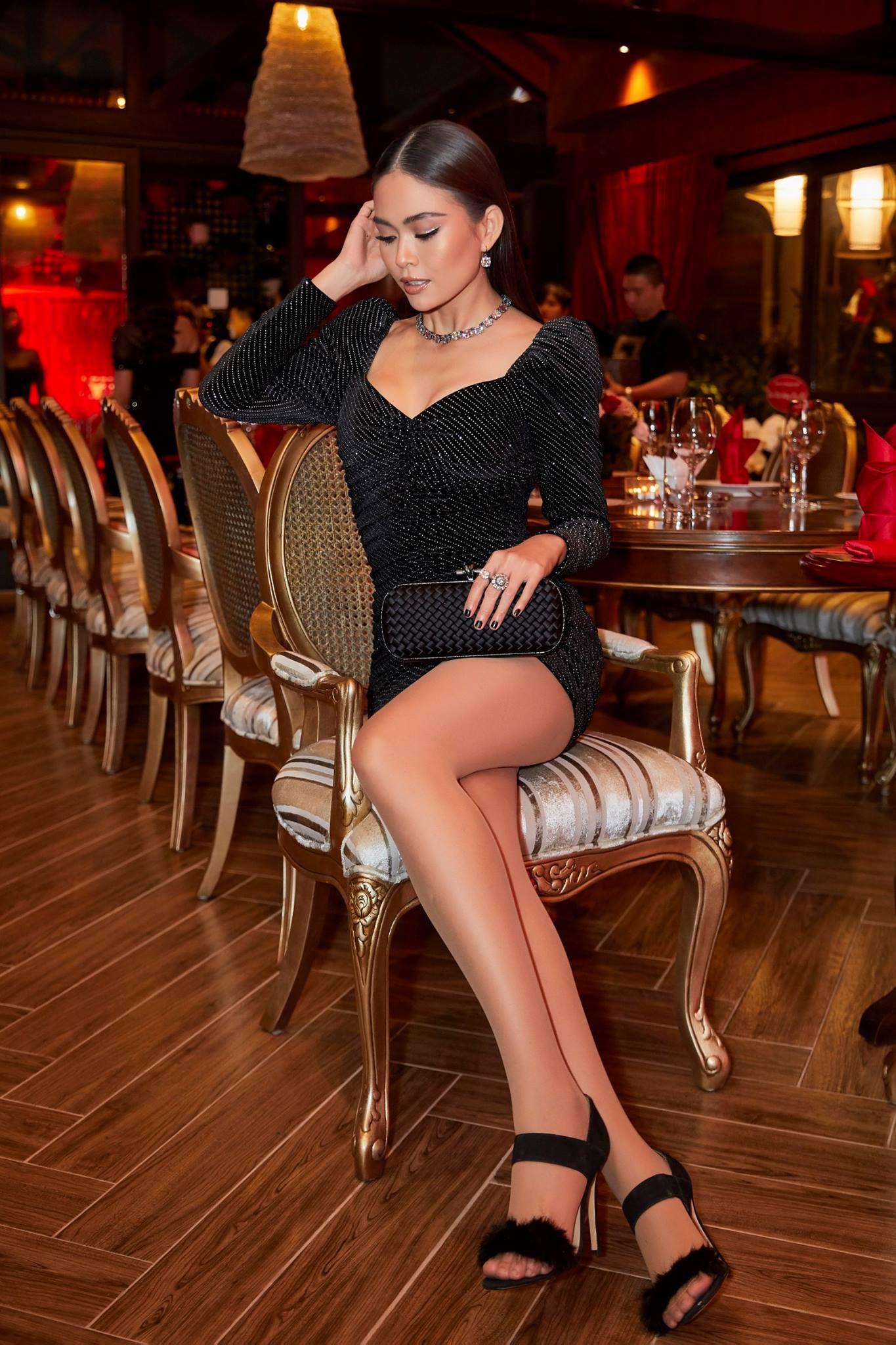 Những chiếc váy giúp Á hậu Mâu Thủy thăng hạng về phong cách - Ảnh 16.