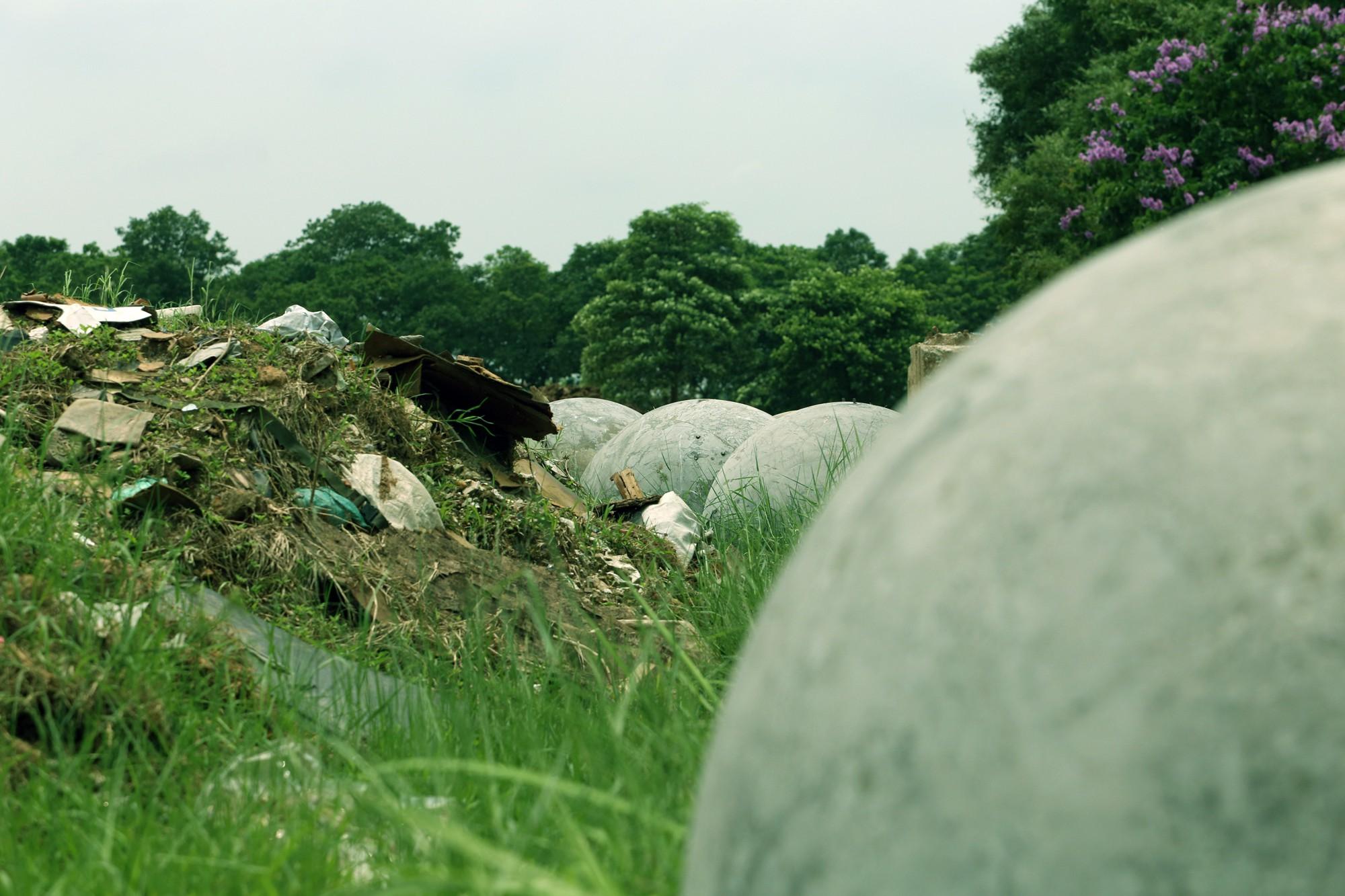 Bóng xích ở sân Mỹ Đình nguy cơ bị chôn trong rác - Ảnh 6.