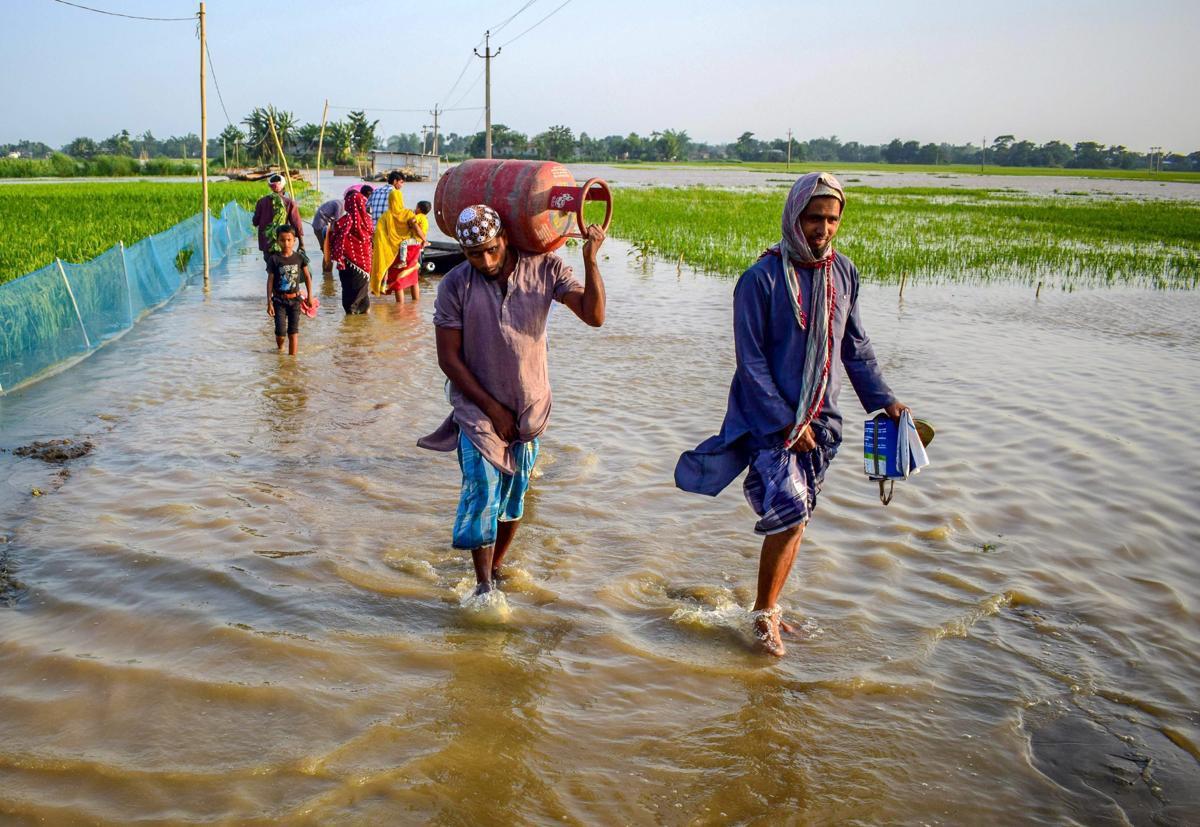 Bão Fani khiến hàng trăm người thương vong tại Ấn Độ và Bangladesh - Ảnh 2.