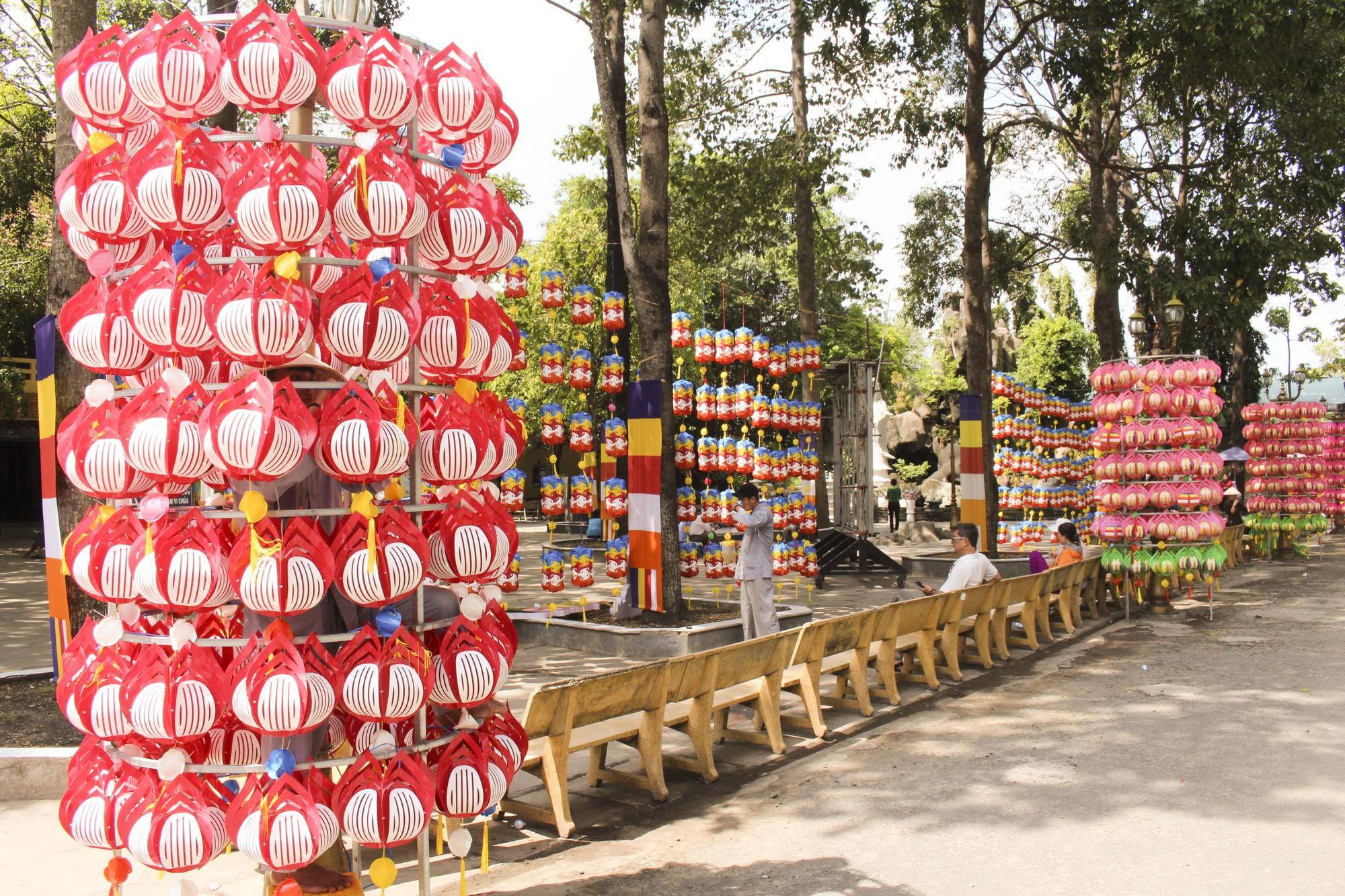 Thăm ngôi chùa lớn nhất TP HCM trước ngày lễ Phật Đản - Ảnh 4.