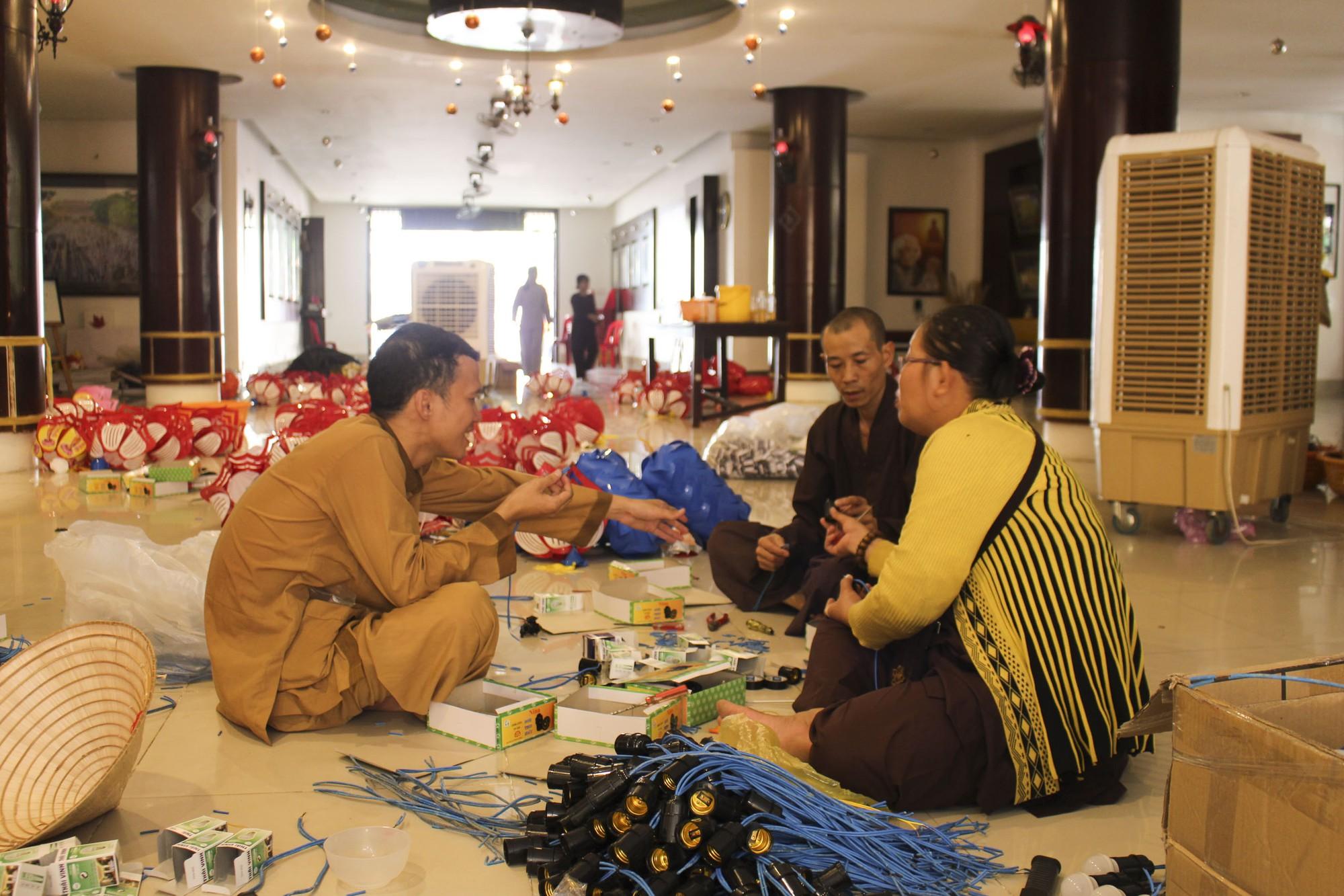 Thăm ngôi chùa lớn nhất TP HCM trước ngày lễ Phật Đản - Ảnh 6.
