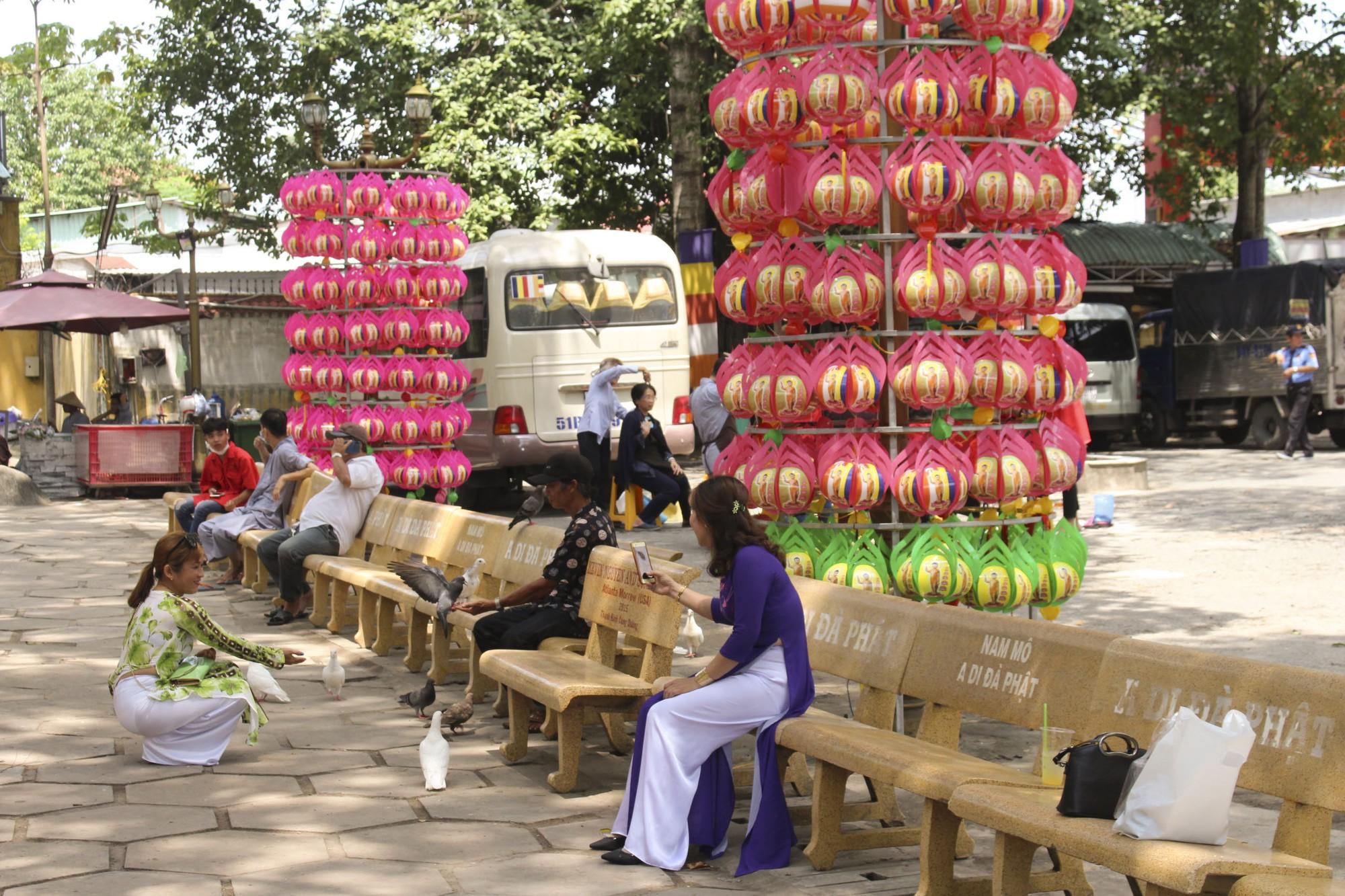 Thăm ngôi chùa lớn nhất TP HCM trước ngày lễ Phật Đản - Ảnh 8.