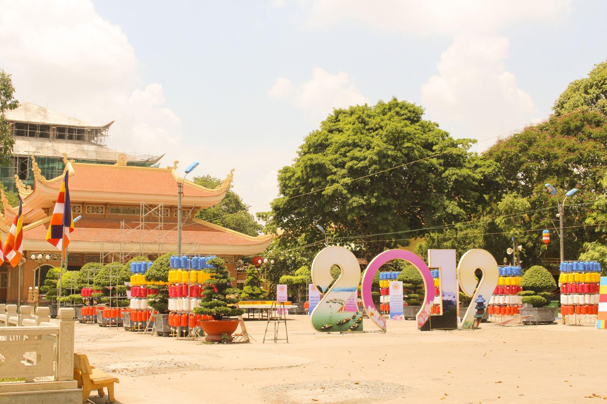 Thăm ngôi chùa lớn nhất TP HCM trước ngày lễ Phật Đản - Ảnh 2.