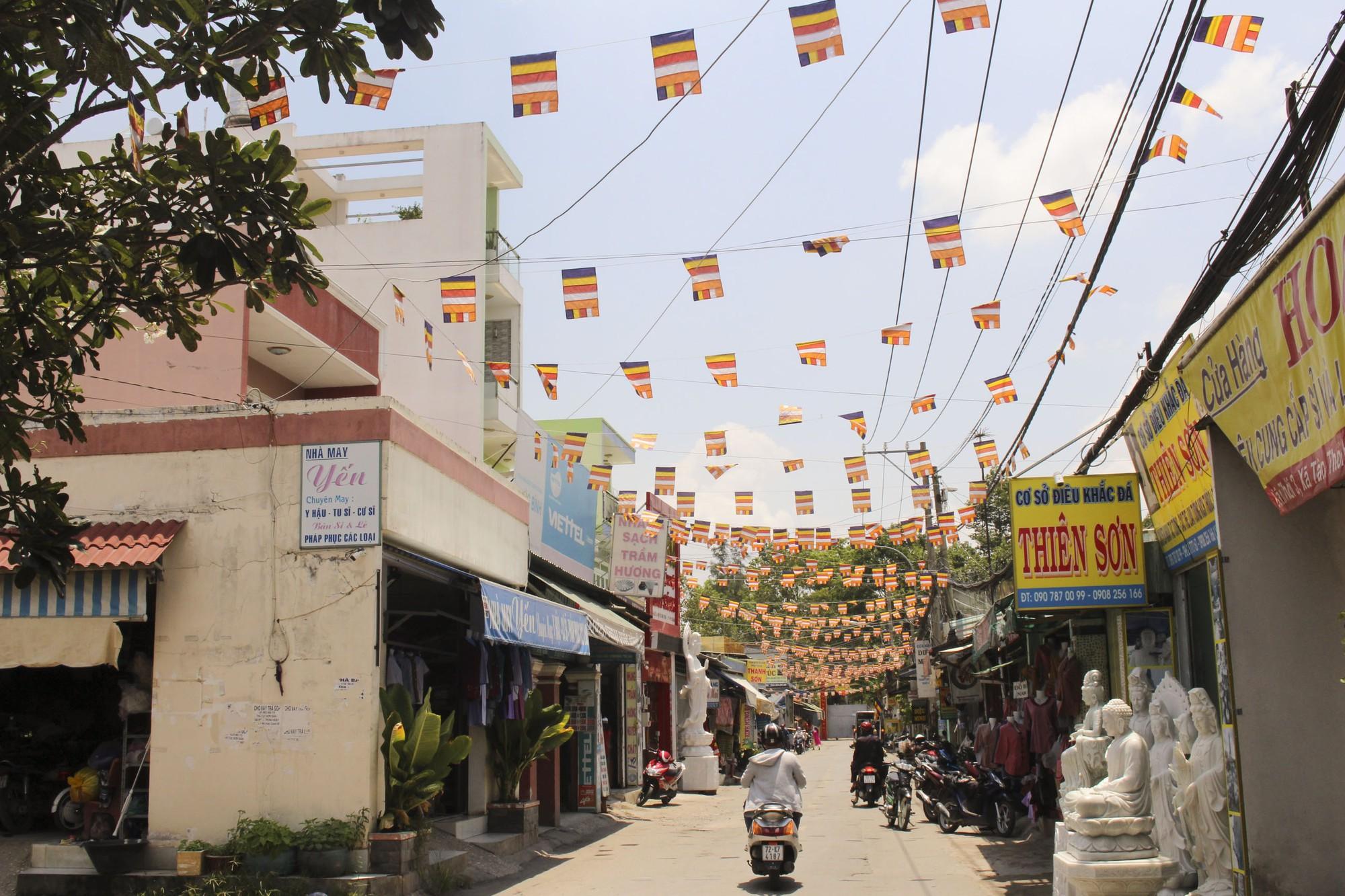 Thăm ngôi chùa lớn nhất TP HCM trước ngày lễ Phật Đản - Ảnh 1.