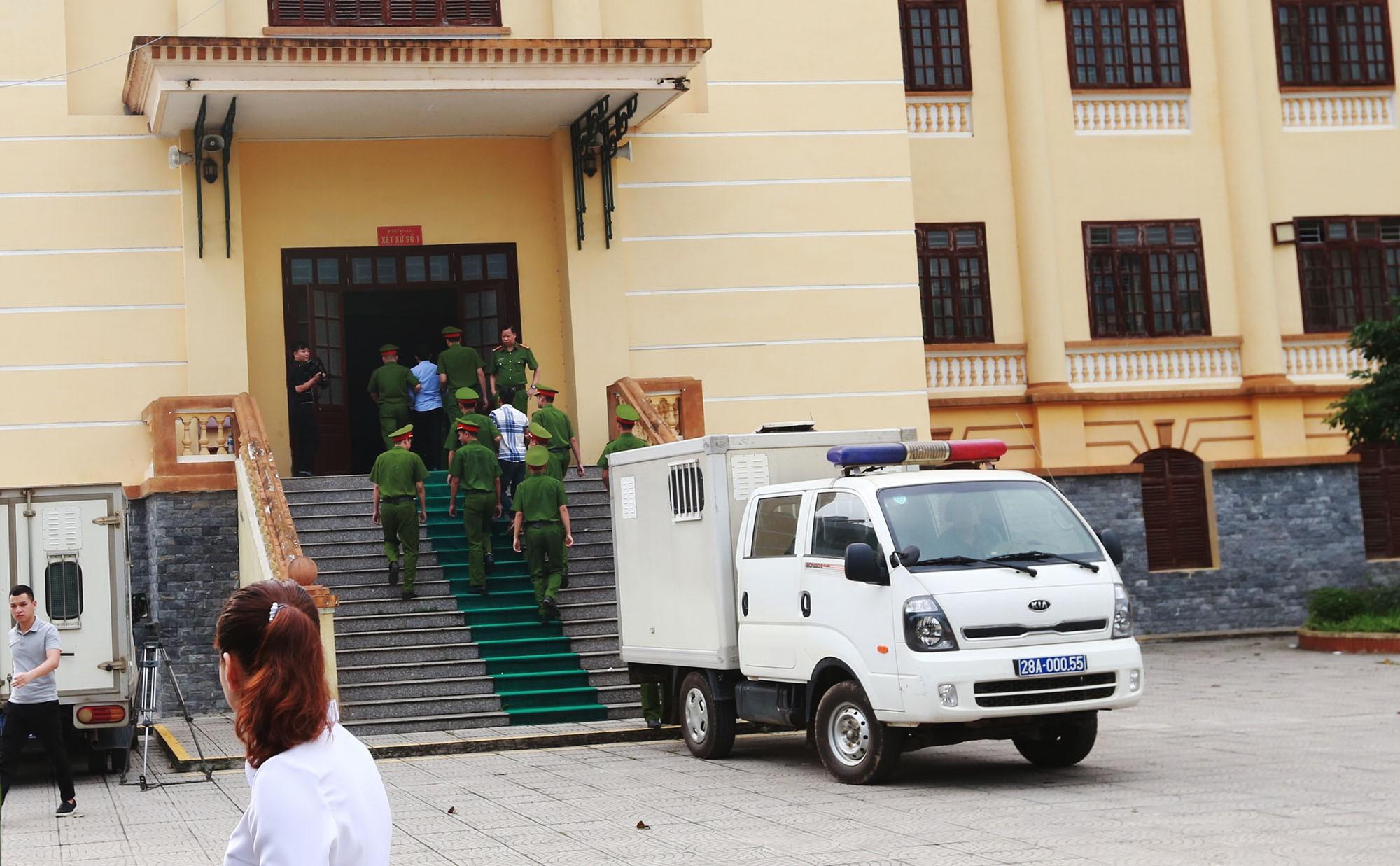 Vụ chạy thận khiến 9 người tử vong: Hoàng Công Lương hầu tòa phúc thẩm - Ảnh 2.