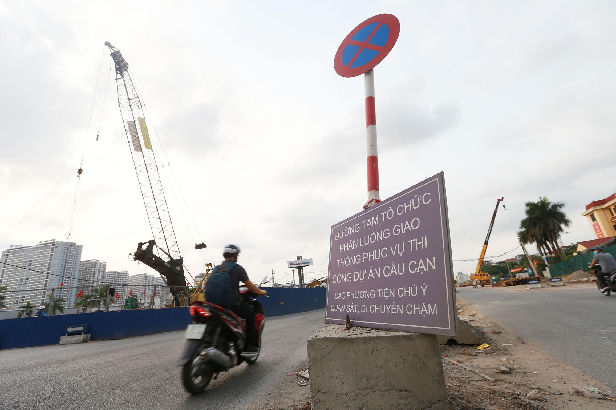 Hà Nội: Đường Phạm Văn Đồng vẫn ngổn ngang hơn 1 năm thi công dự án cao tốc trên cao - Ảnh 2.