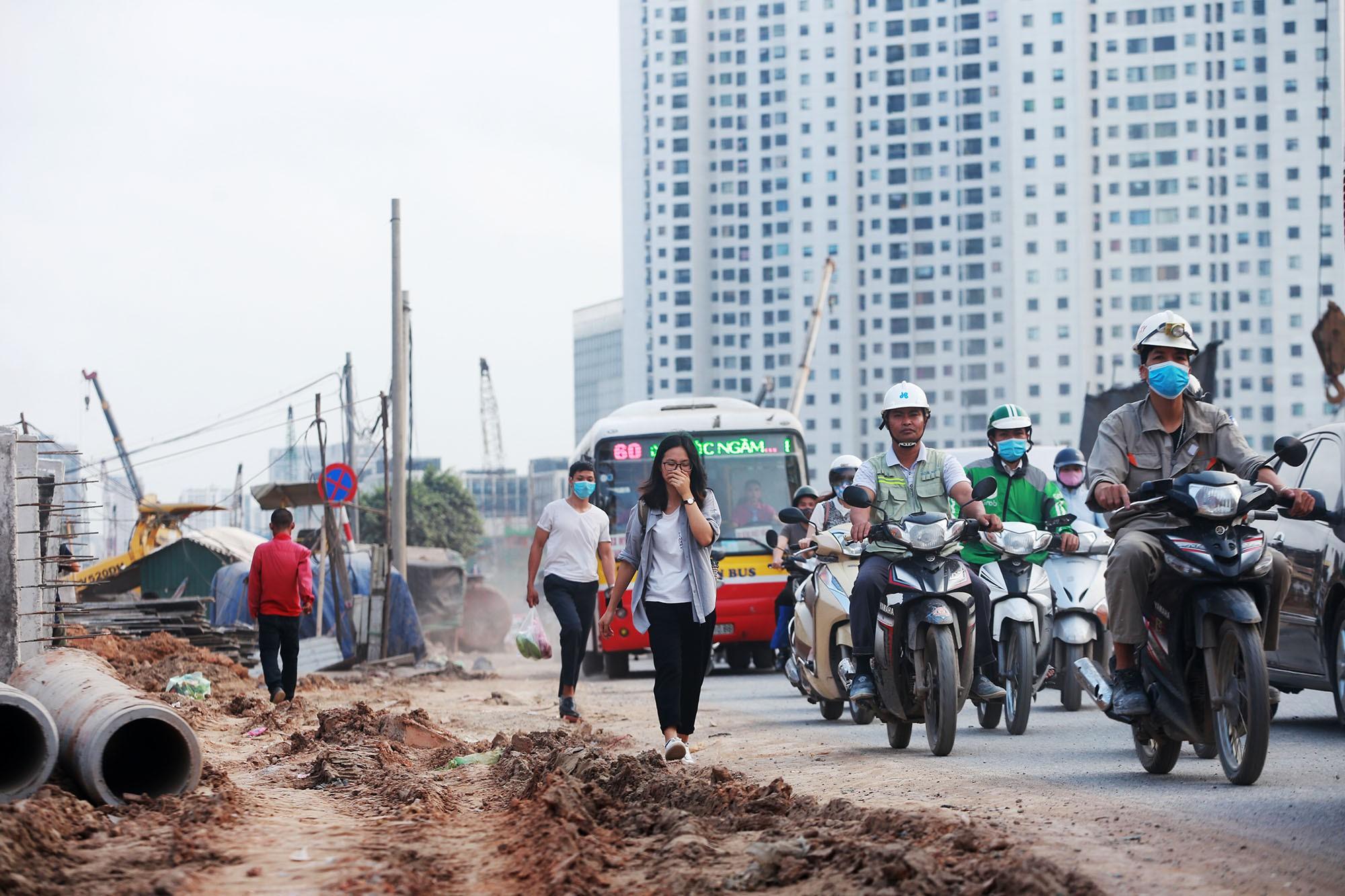 Hà Nội: Đường Phạm Văn Đồng vẫn ngổn ngang hơn 1 năm thi công dự án cao tốc trên cao - Ảnh 8.