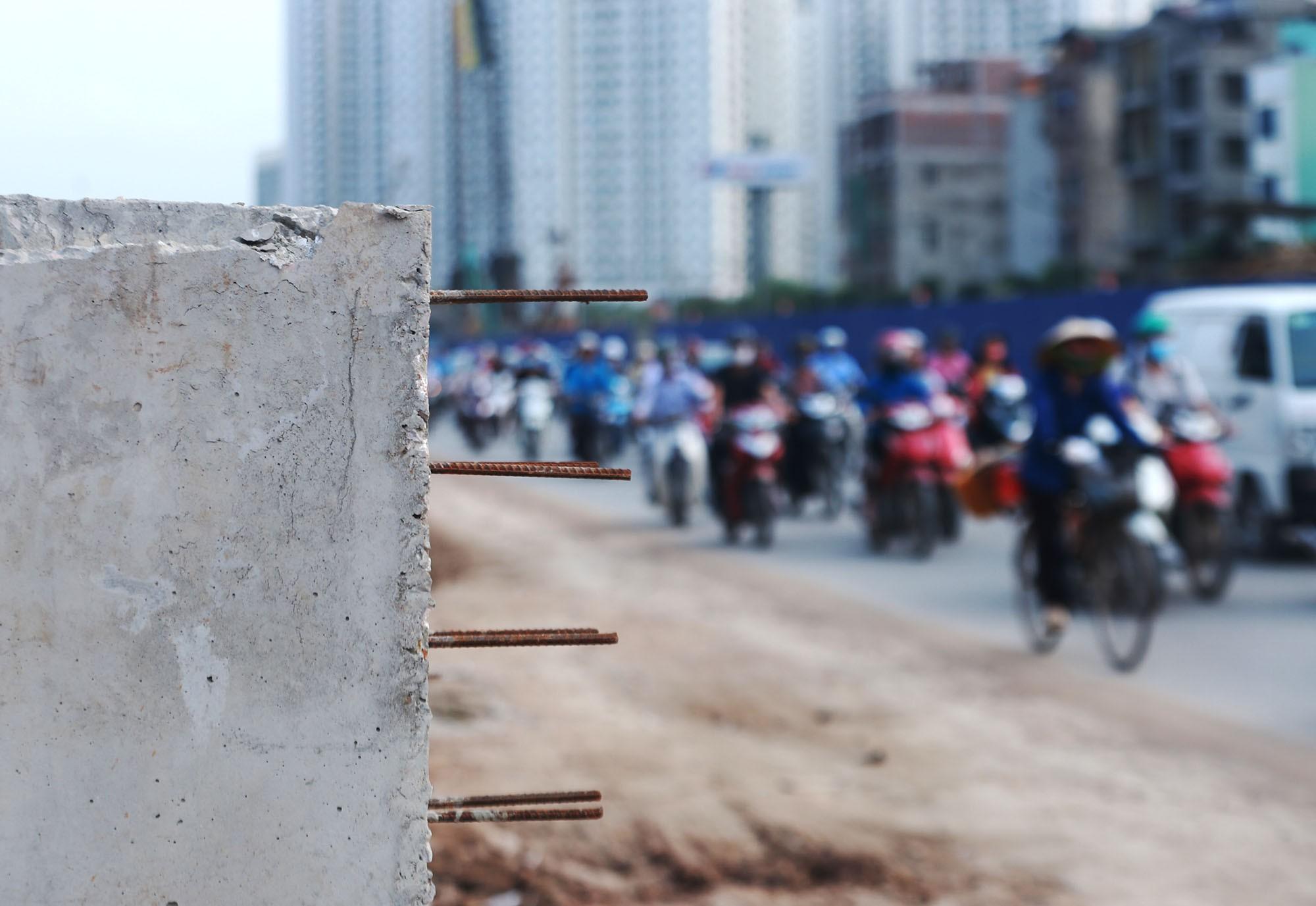 Hà Nội: Đường Phạm Văn Đồng vẫn ngổn ngang hơn 1 năm thi công dự án cao tốc trên cao - Ảnh 9.