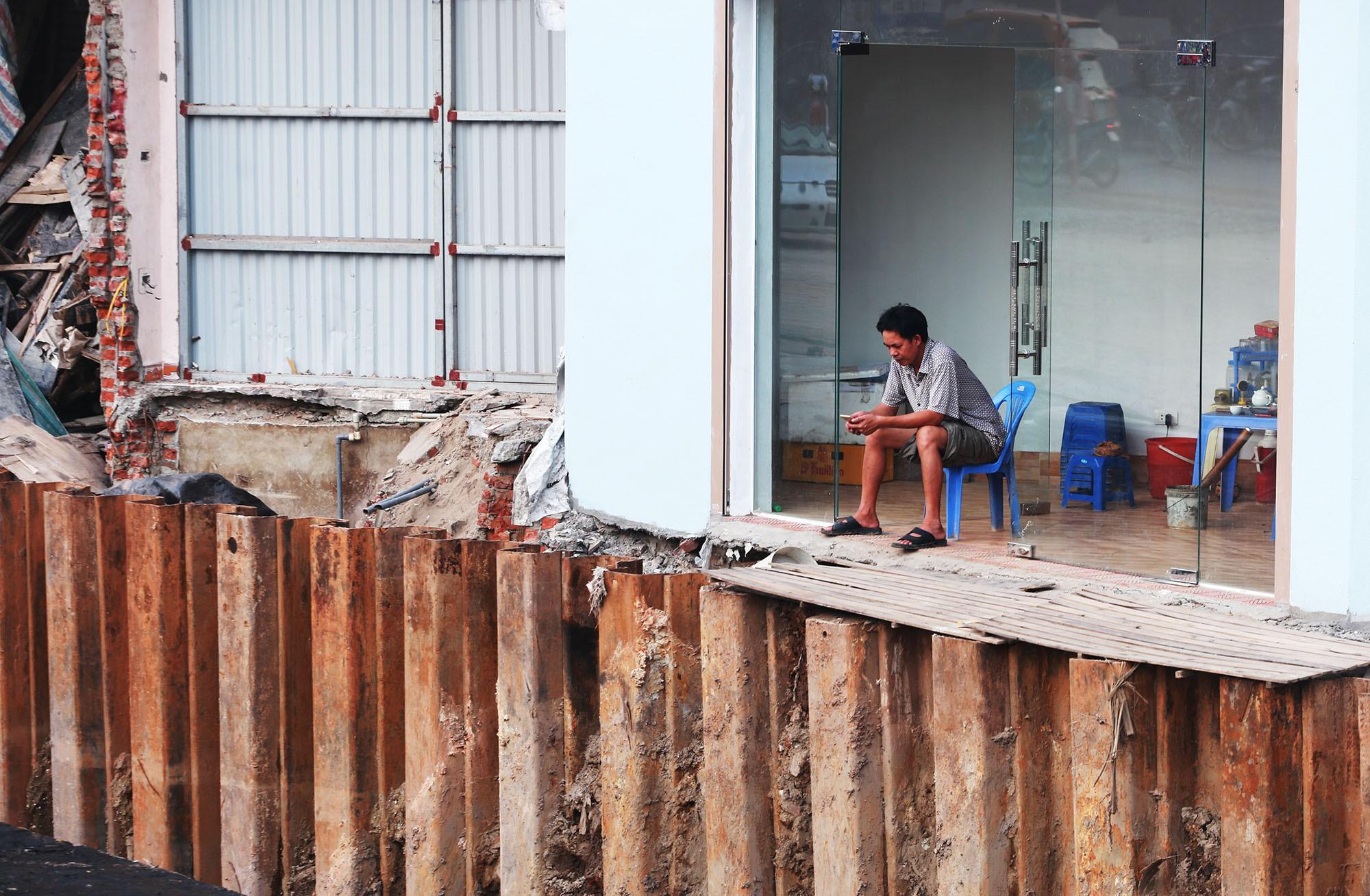 Hà Nội: Đường Phạm Văn Đồng vẫn ngổn ngang hơn 1 năm thi công dự án cao tốc trên cao - Ảnh 10.
