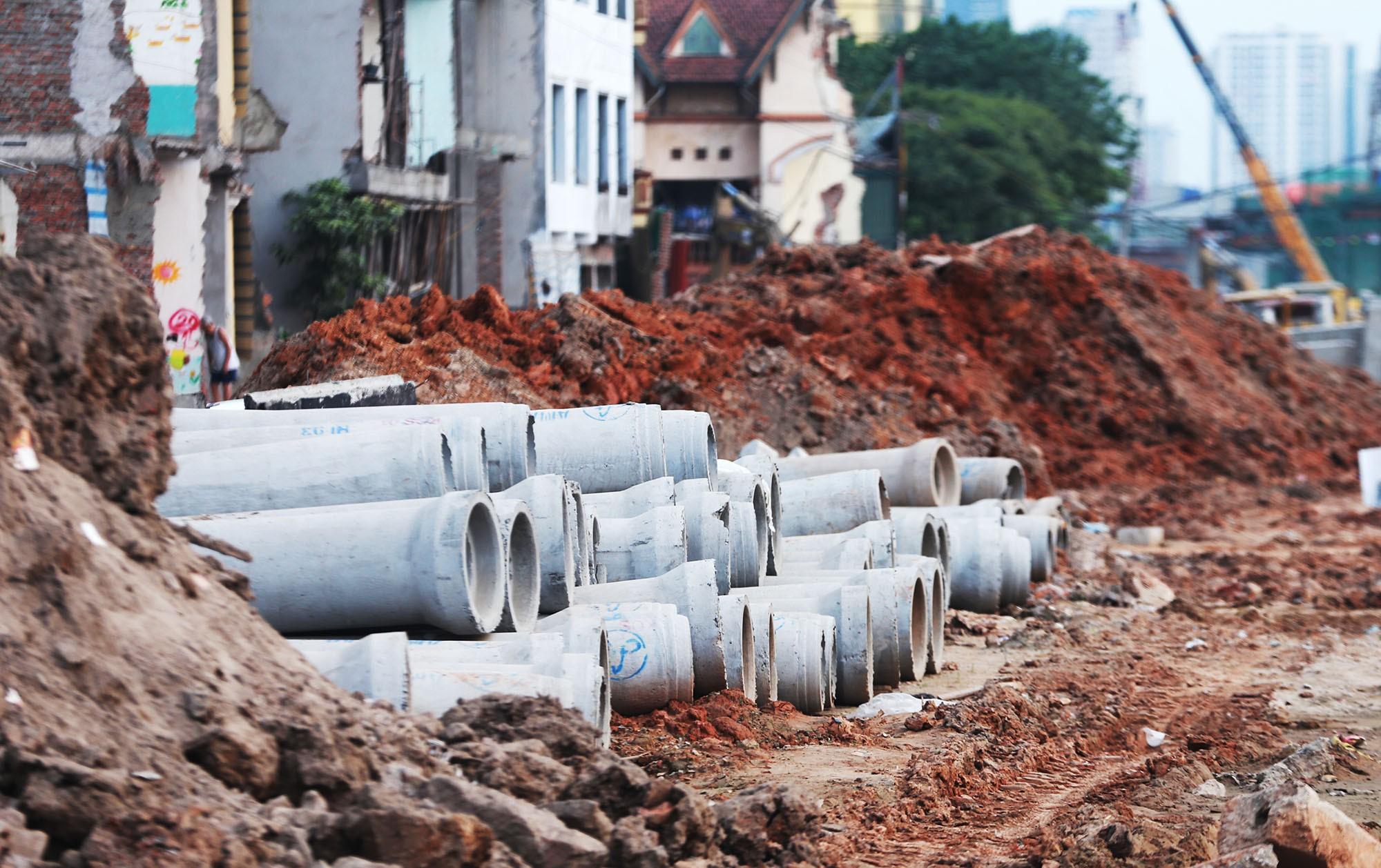 Hà Nội: Đường Phạm Văn Đồng vẫn ngổn ngang hơn 1 năm thi công dự án cao tốc trên cao - Ảnh 5.