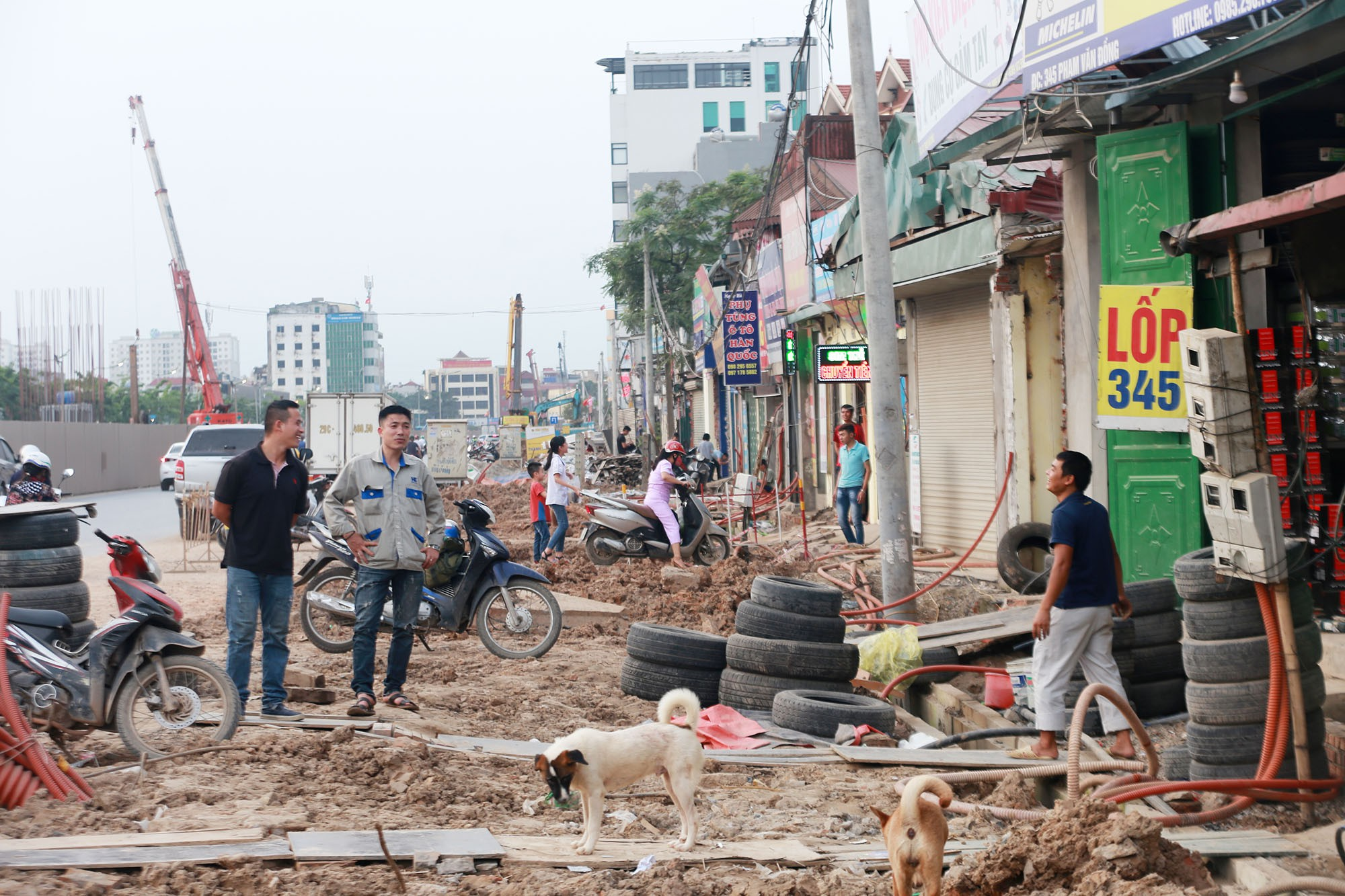 Hà Nội: Đường Phạm Văn Đồng vẫn ngổn ngang hơn 1 năm thi công dự án cao tốc trên cao - Ảnh 11.