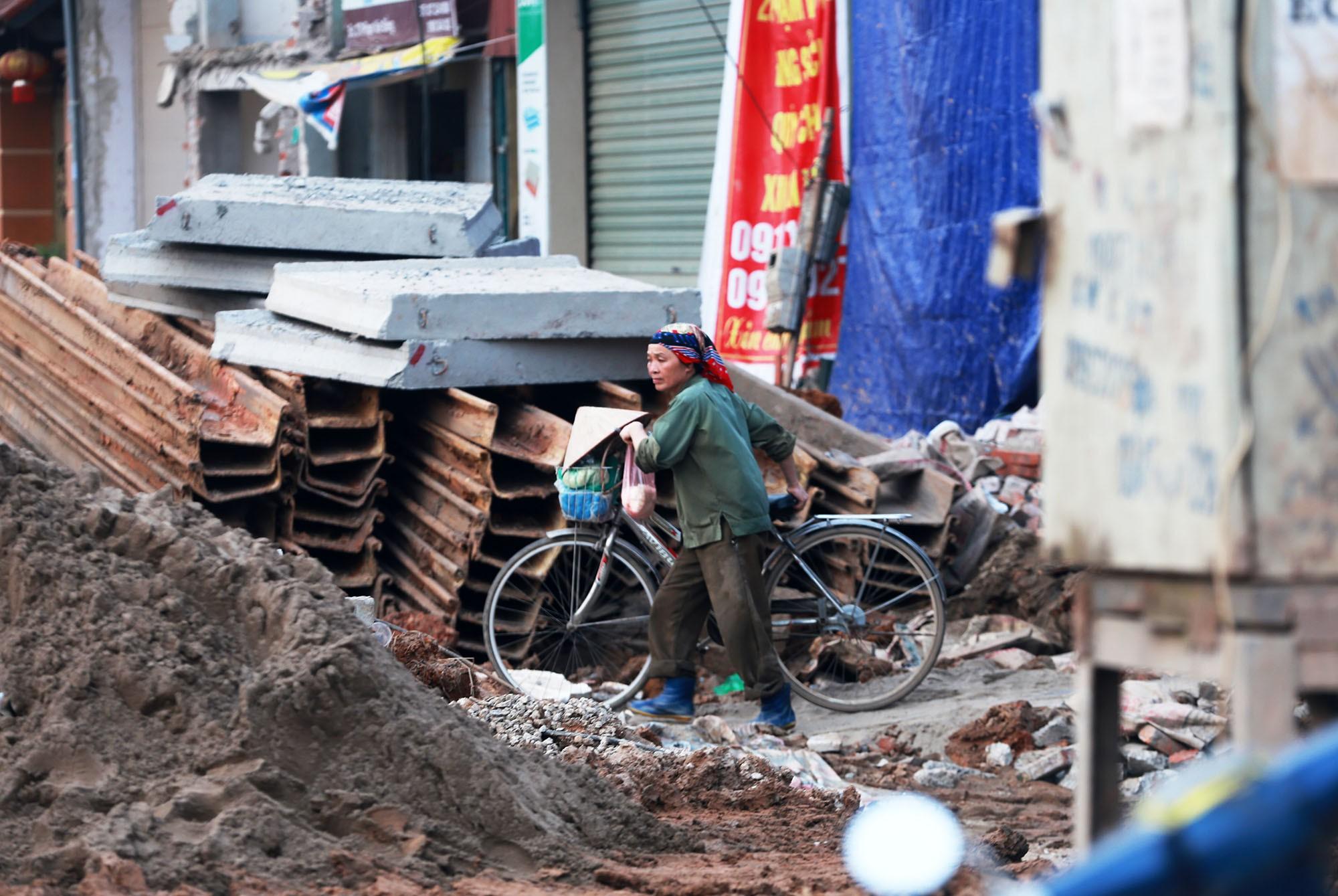 Hà Nội: Đường Phạm Văn Đồng vẫn ngổn ngang hơn 1 năm thi công dự án cao tốc trên cao - Ảnh 12.