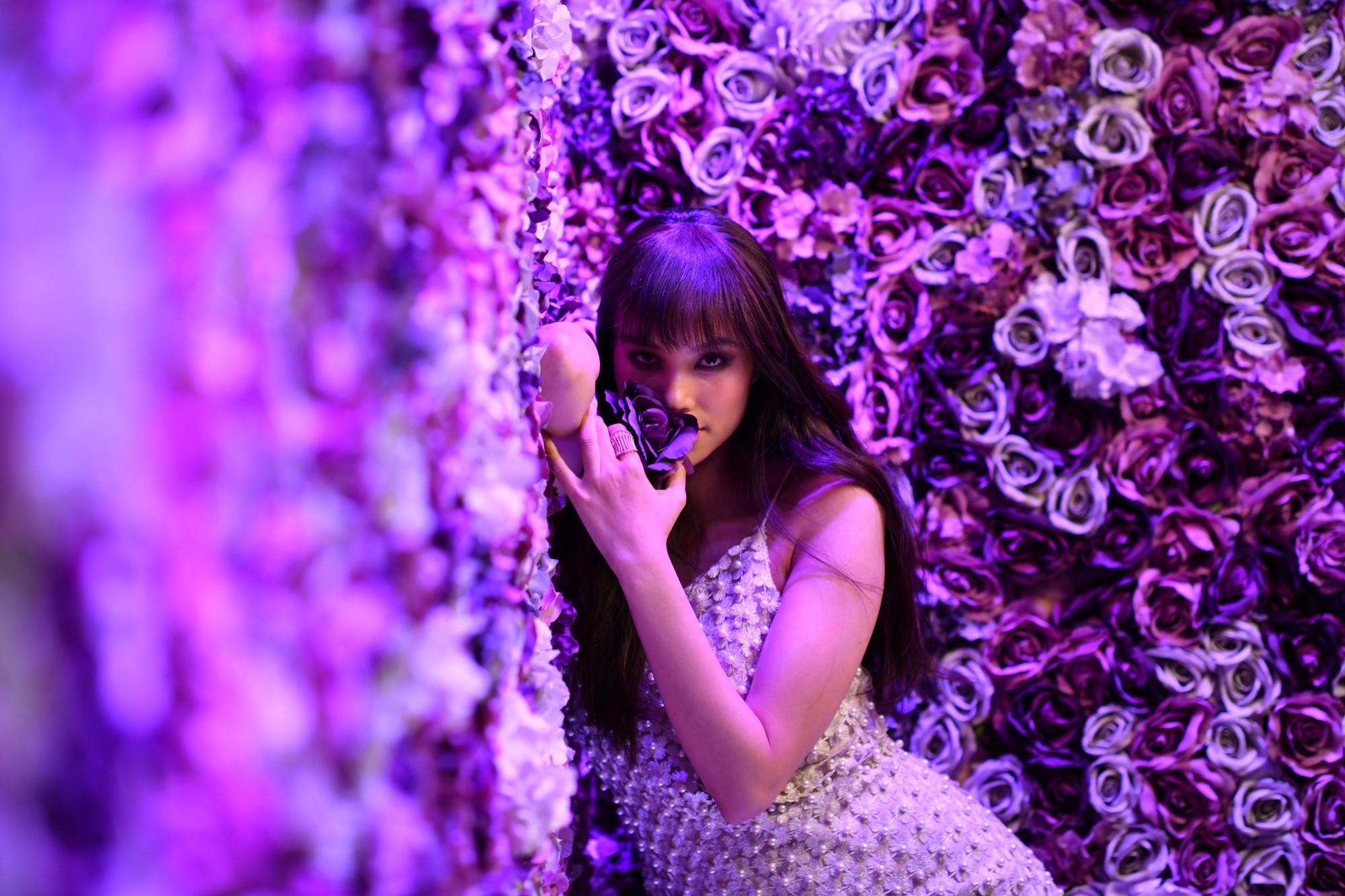 Phạm Hương trở thành nàng thơ của nhiếp ảnh gia quốc tế  - Ảnh 3.