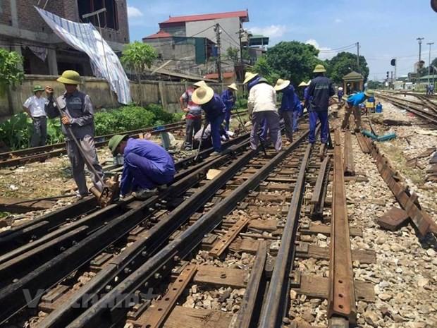 Đường sắt Bắc-Nam được thông tuyến sau gần 8 giờ vì tàu hỏa trật bánh - Ảnh 1.