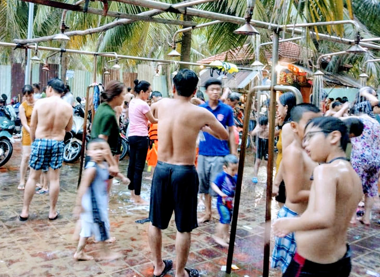 Giá tắm nước ngọt 1.000 đồng/người là quá rẻ, Đà Nẵng tính tăng thời gian tới - Ảnh 1.