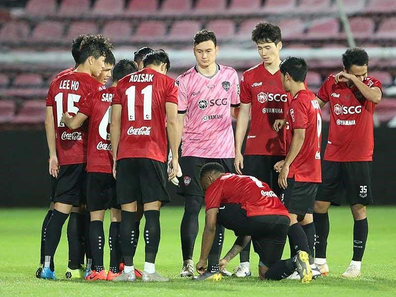 Muangthong sụp đổ, bóng đá Thái Lan đổ theo? - Ảnh 1.