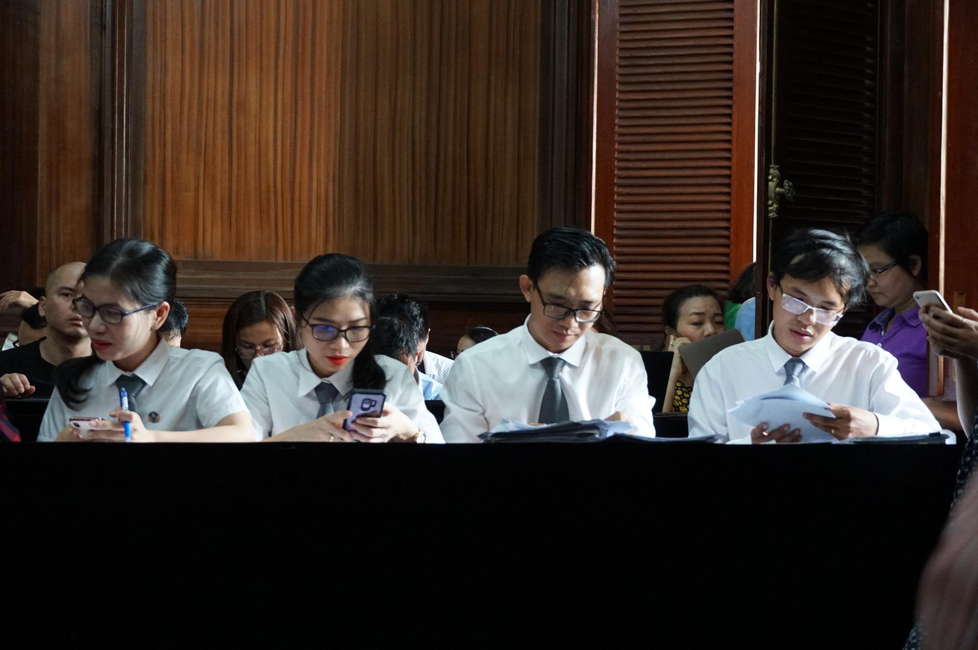 Tòa trả hồ sơ, bố Văn Kính Dương bị điều tra bổ sung - Ảnh 4.