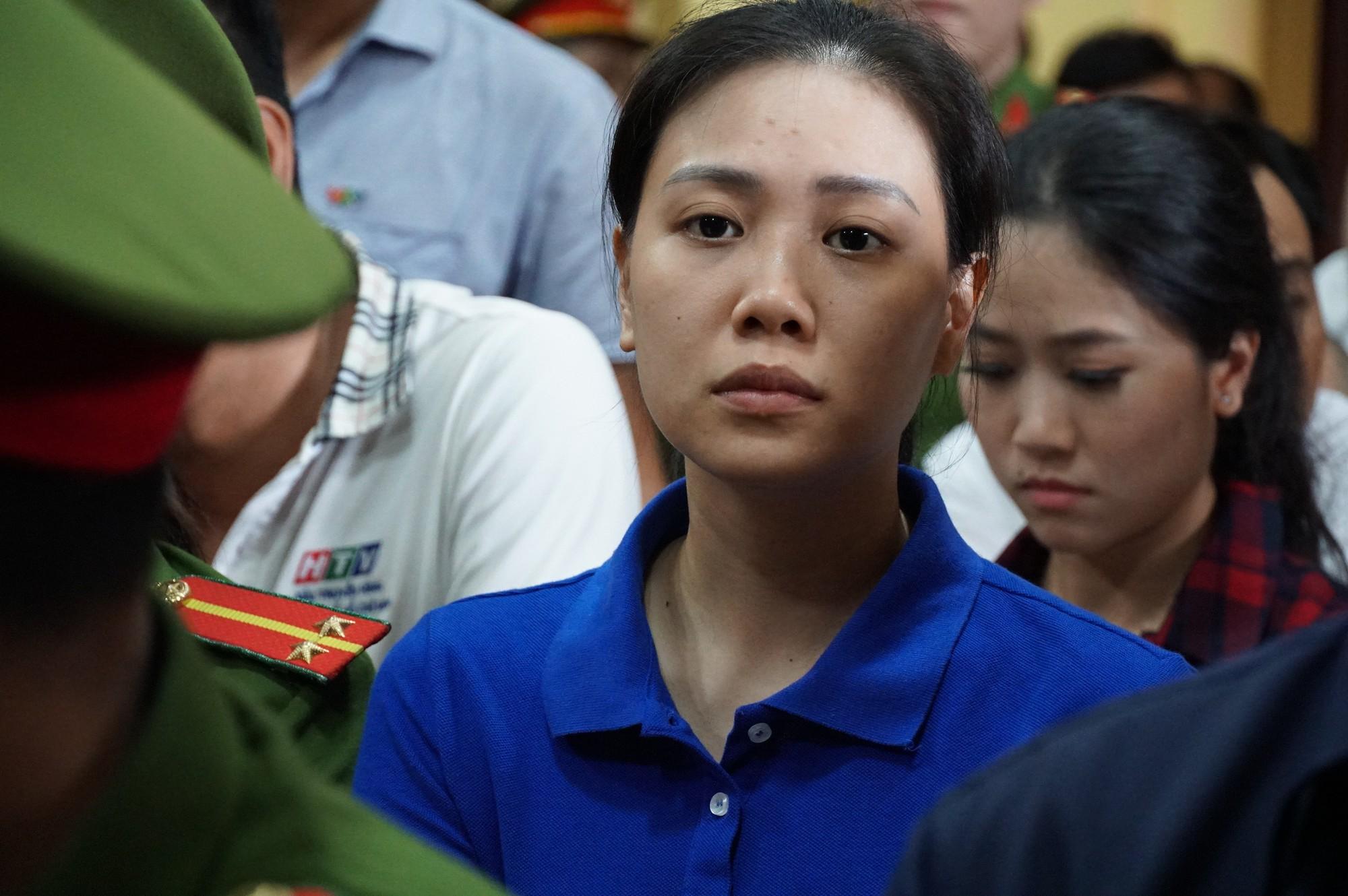 Trùm ma túy Văn Kính Dương cùng người tình Ngọc Miu tươi cười trước giờ tuyên án  - Ảnh 6.
