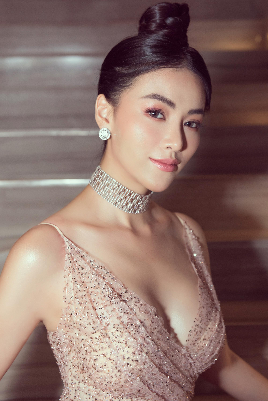 Hoa hậu Phương Khánh giảm 10 kg để sở hữu vòng eo 54 cm - Ảnh 1.