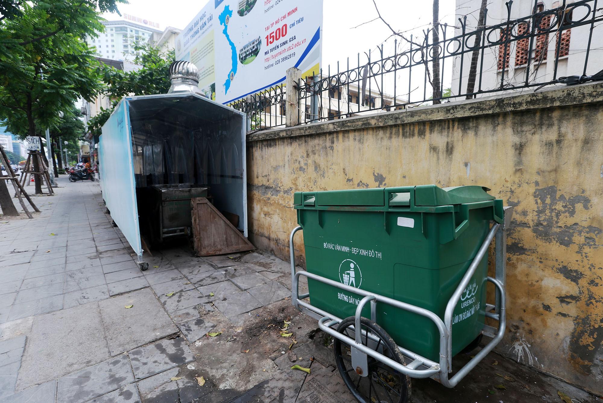 Hà Nội: Nhiều tuyến đường trang bị nhà ở di động cho xe đẩy rác - Ảnh 9.