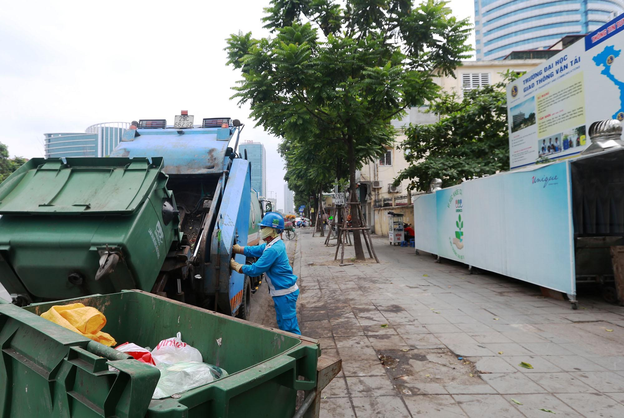 Hà Nội: Nhiều tuyến đường trang bị nhà ở di động cho xe đẩy rác - Ảnh 8.